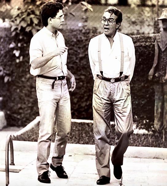 À esquerda, o jovem Sidney Oliveira