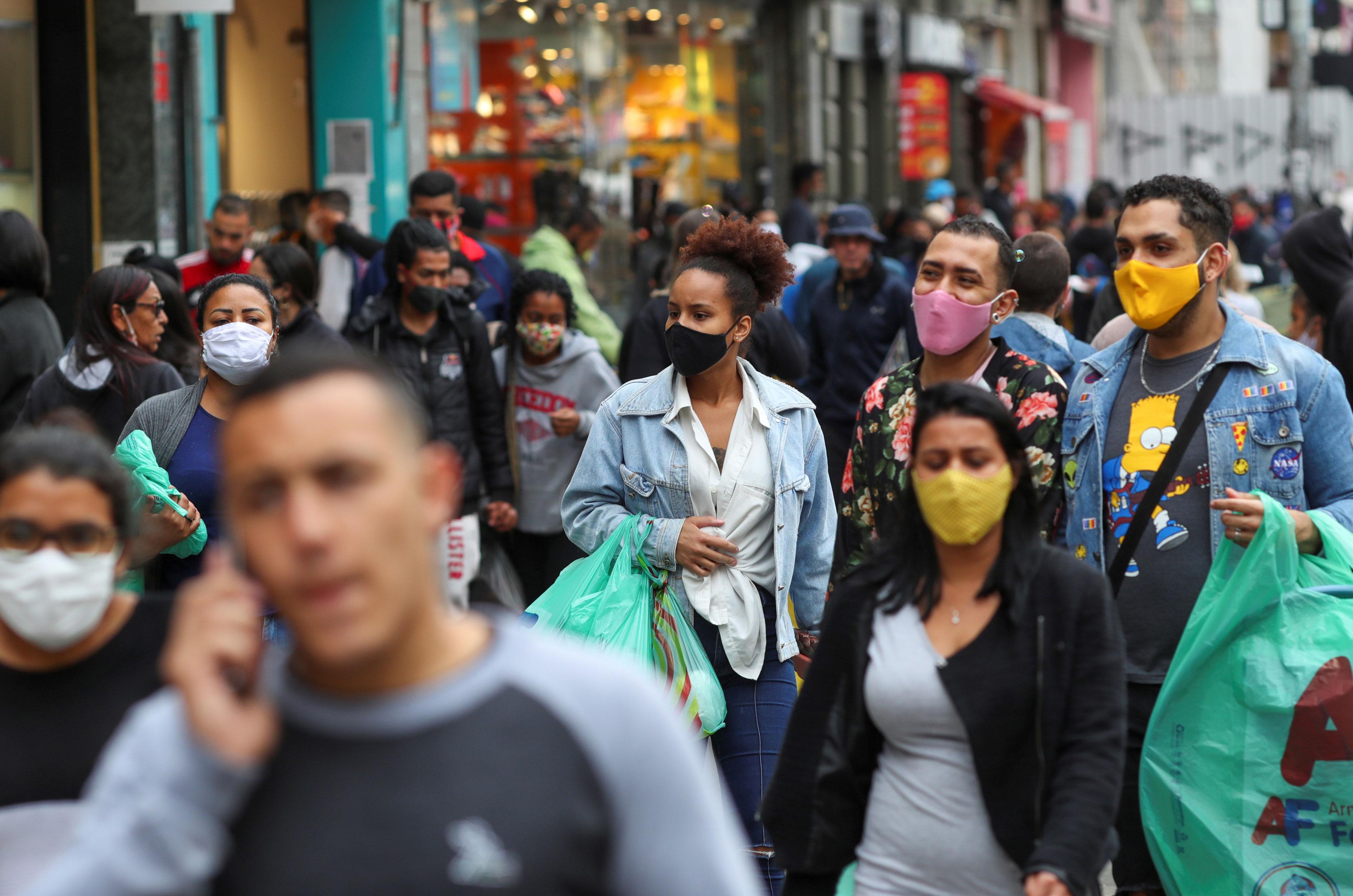 rua de comércio popular em São Paulo durante pandemia de Covid-19