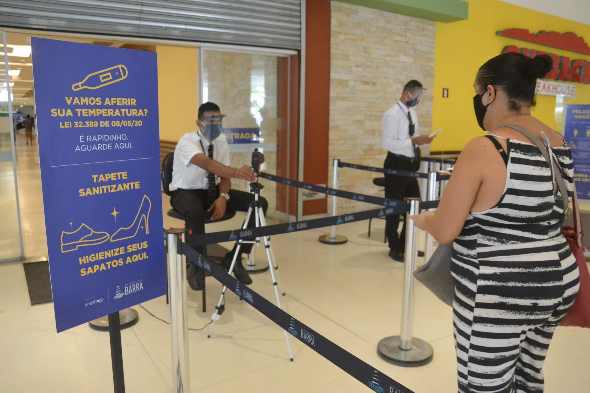 Preparativos para reabertura de shopping em Salvador