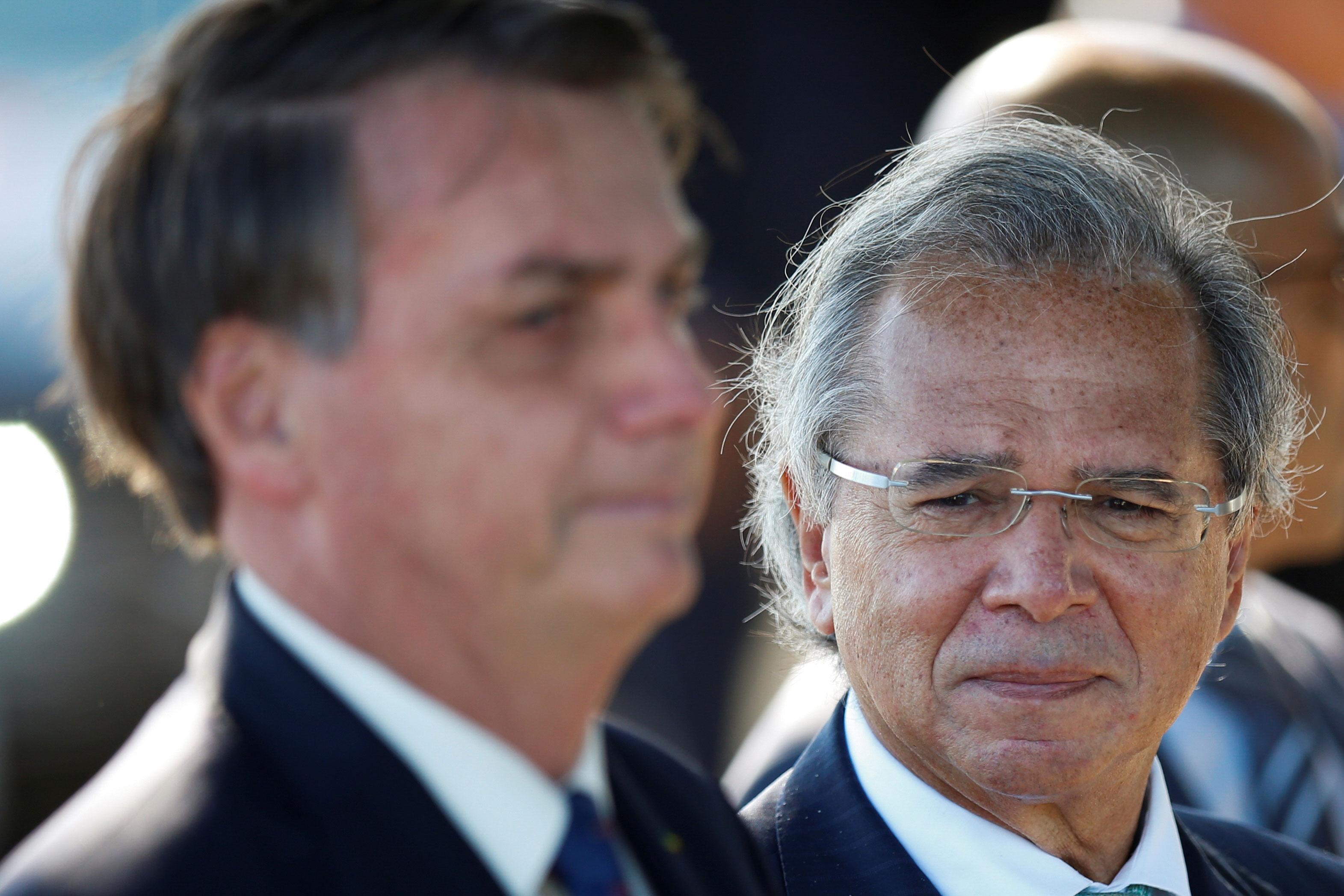 O ministro da Economia, Paulo Guedes, ao lado do presidente Jair Bolsonaro