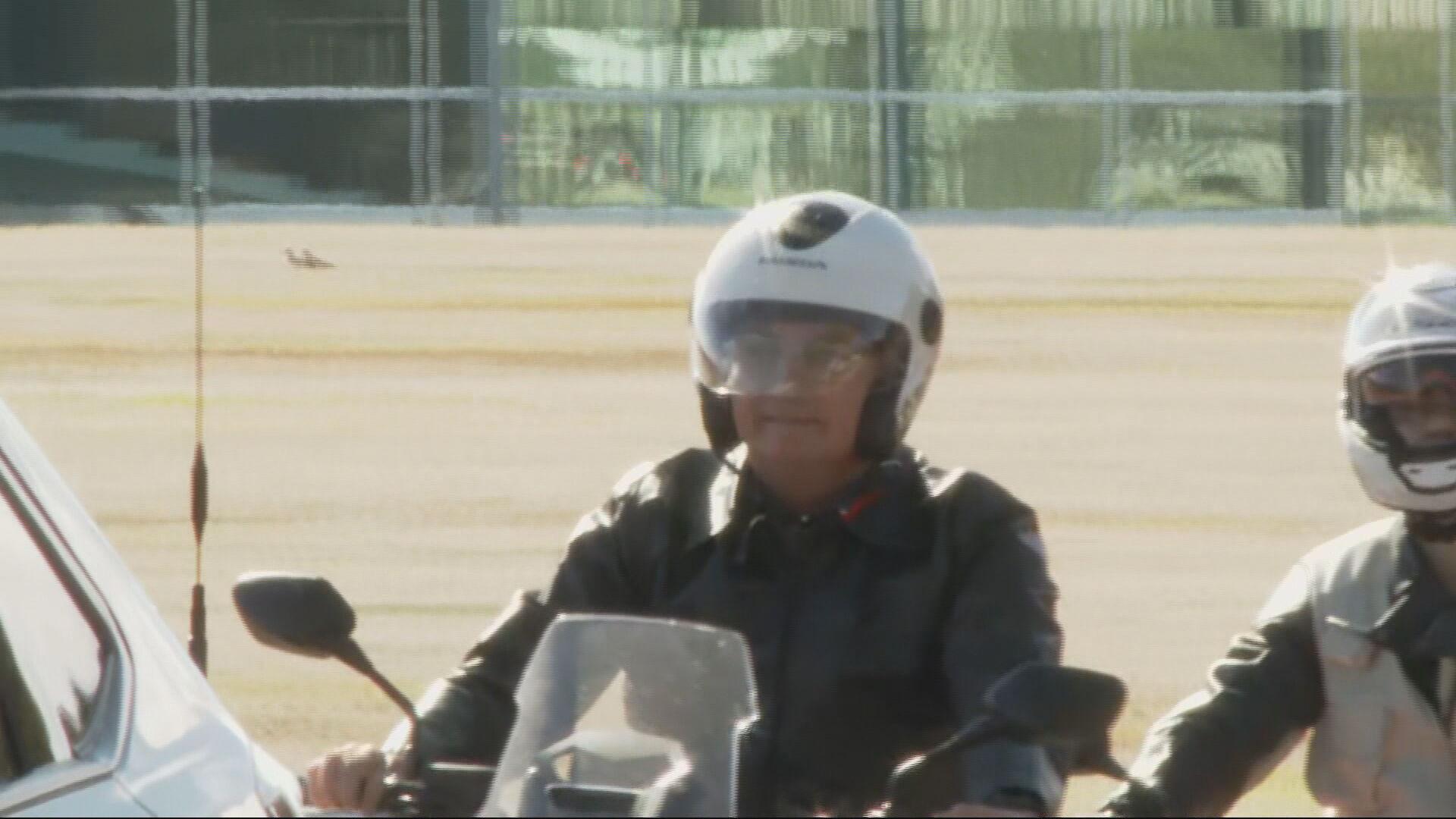 Presidente Jair Bolsonaro saiu de moto do Palácio do Alvorada neste domingo