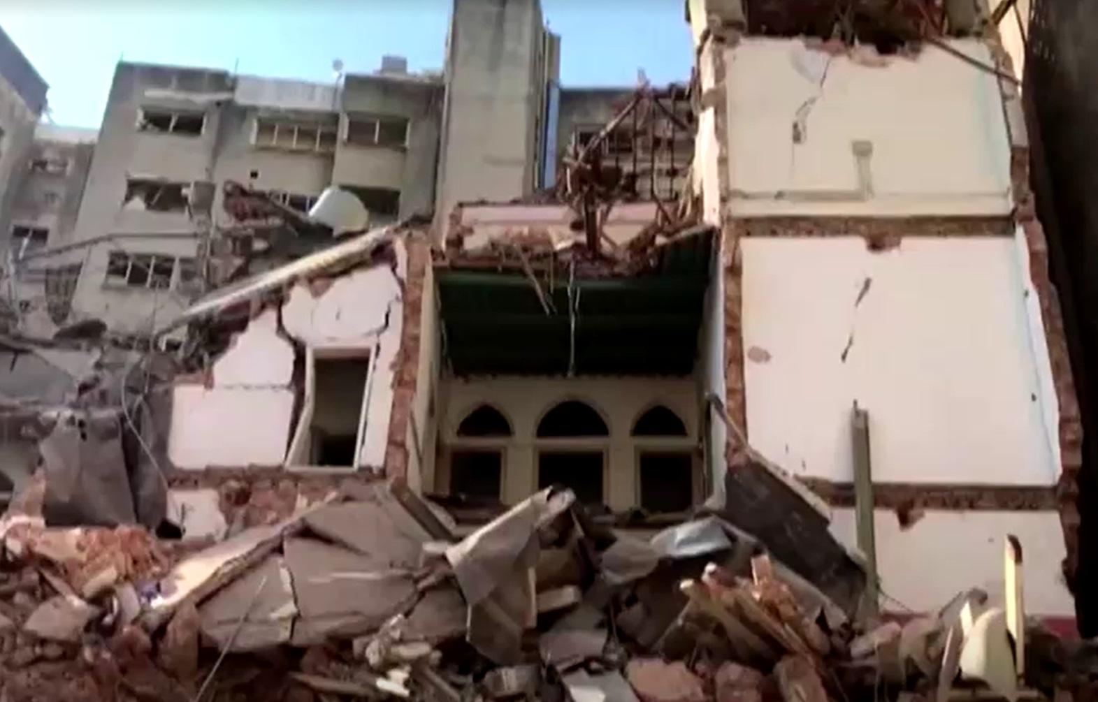 Equipes de resgate buscam sobreviventes em meio a escombros de casas e prédios