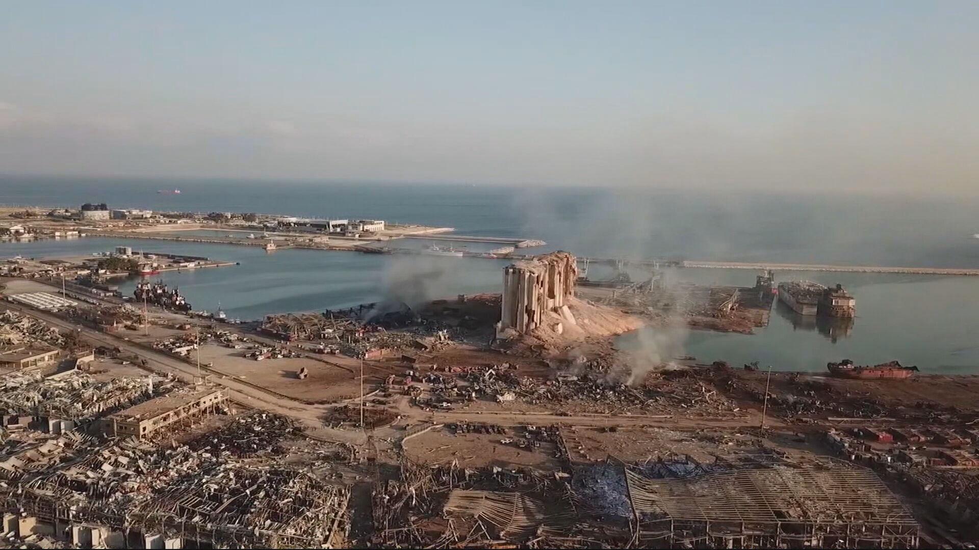 Imagens aéreas mostram destroços após a explosão na área portuária de Beirute