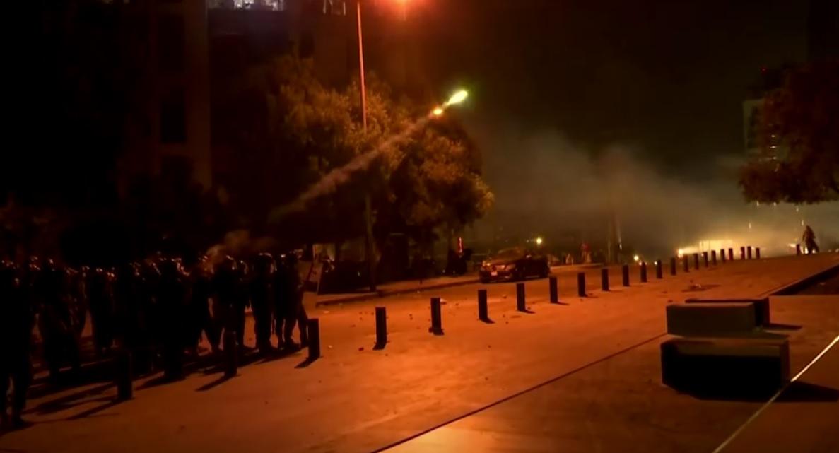 Polícia de choque durante protesto em Beirute