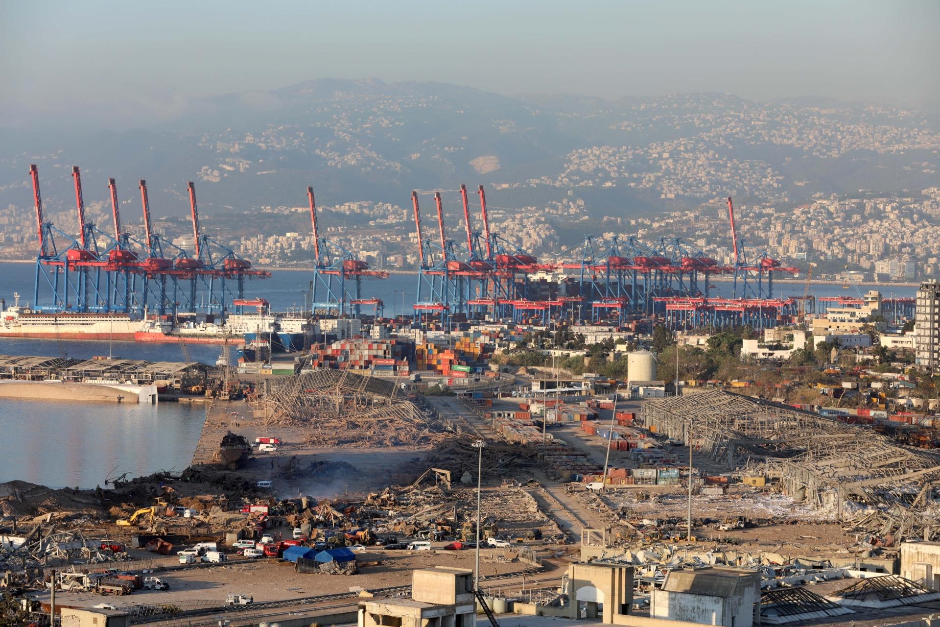 Área portuária de Beirute ficou destruída após explosão