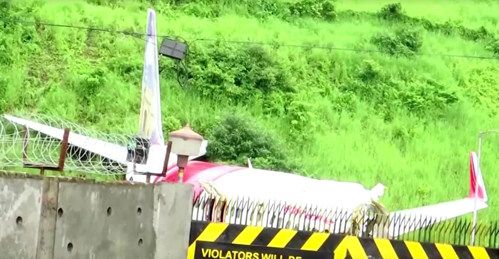 Avião ultrapassou a pista do Aeroporto Internacional de Calicute