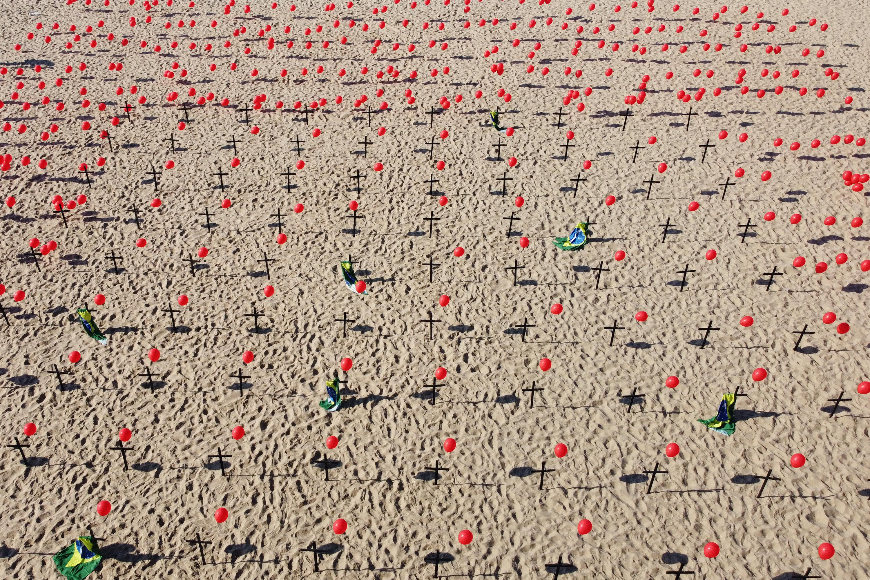 ONG homenageia 100 mil mortos pela Covid