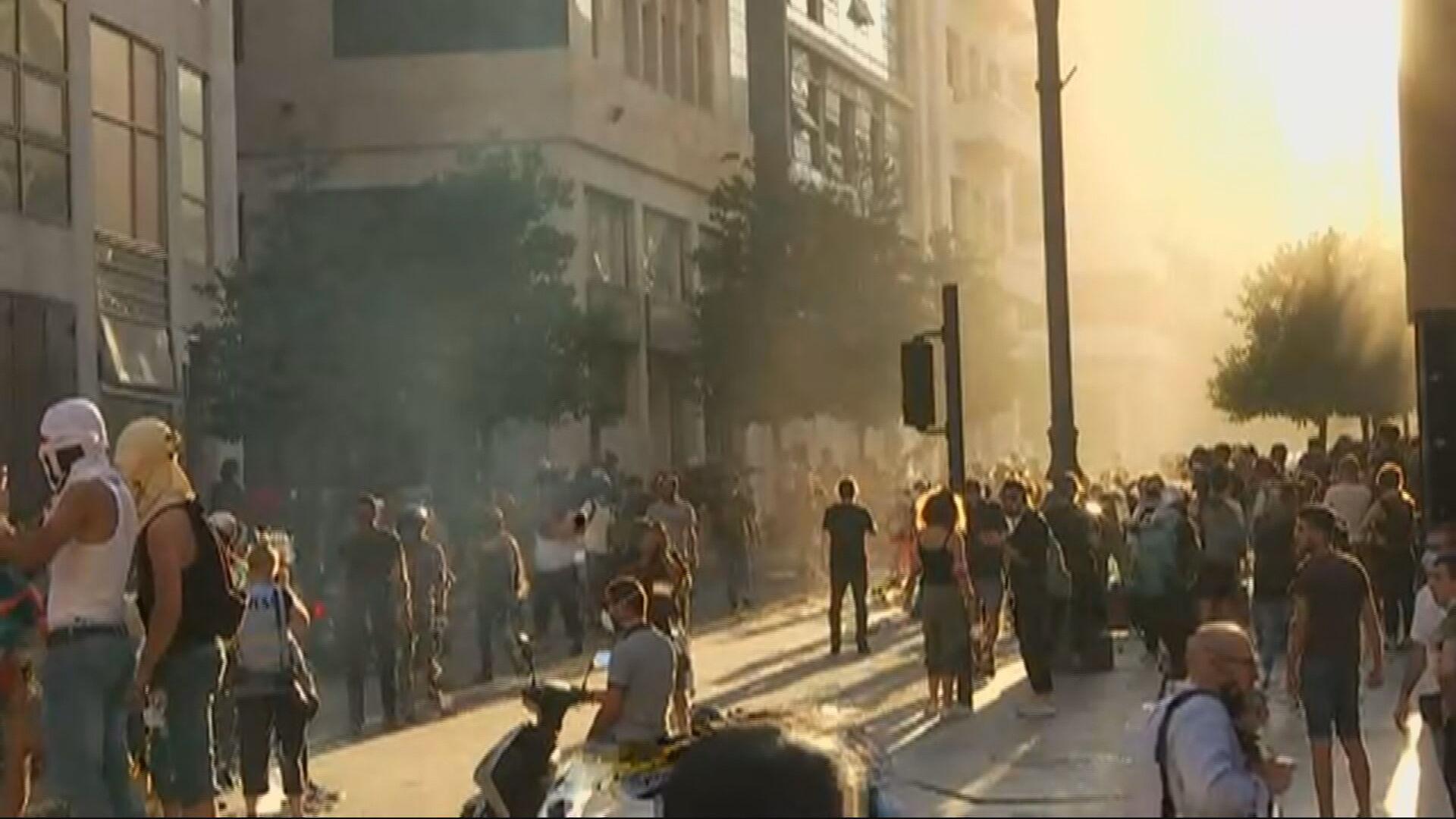 Líbano registra novo dia de protestos após grande explosão em região portuária