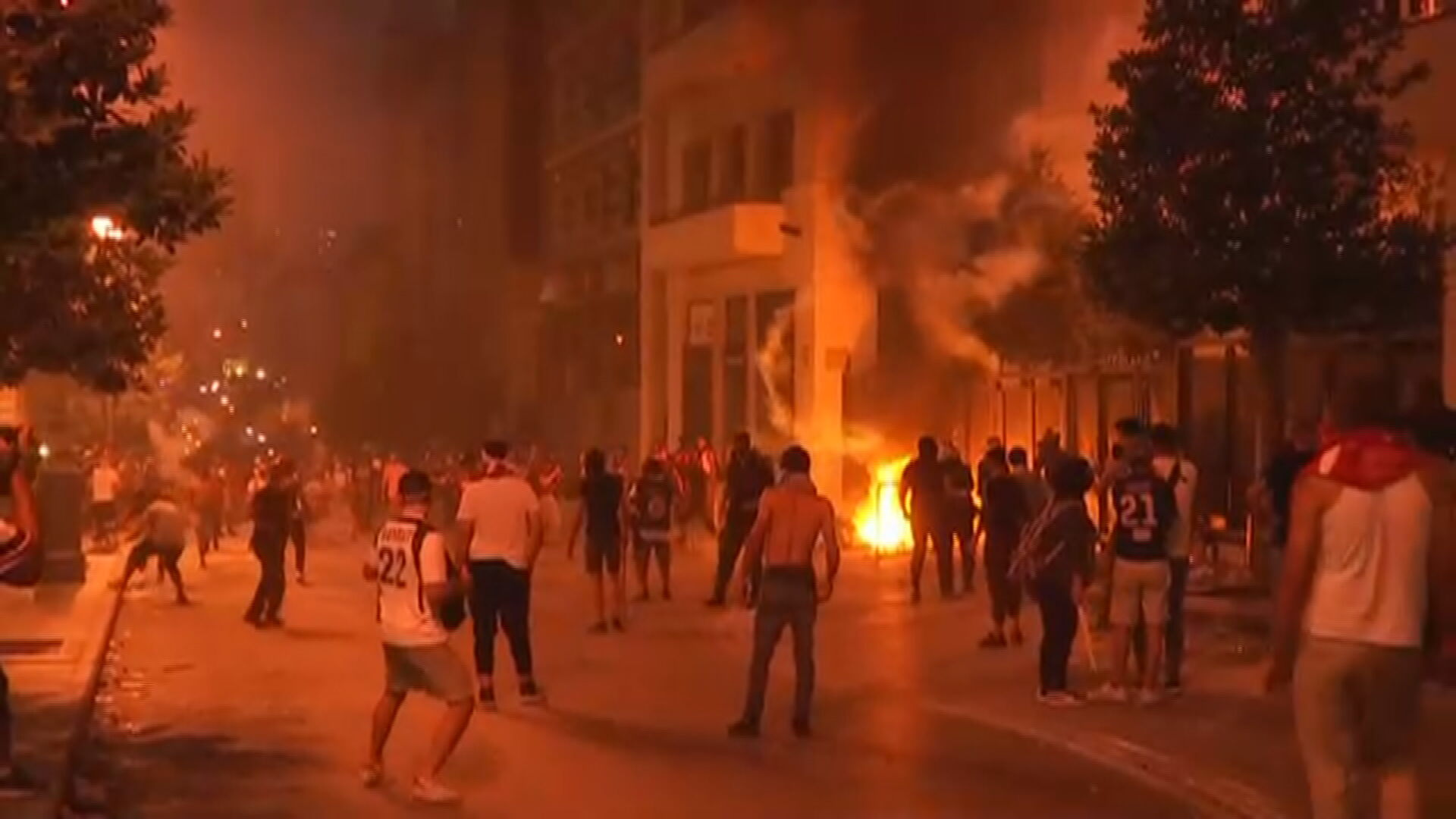Protesto no Líbano continua durante a noite