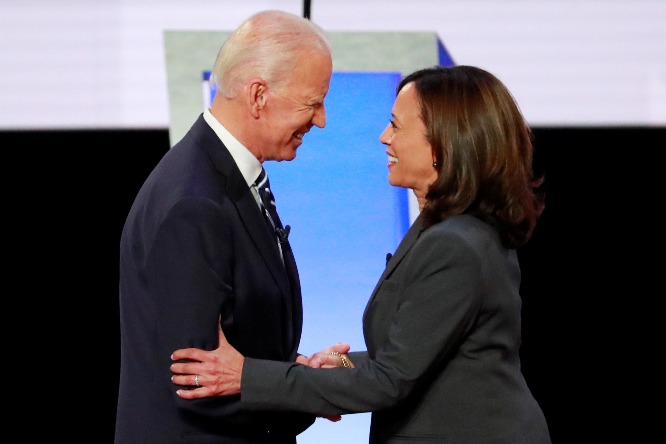 Joe Biden, candidato democrata à presidência, ao lado da senadora Kamala Harris