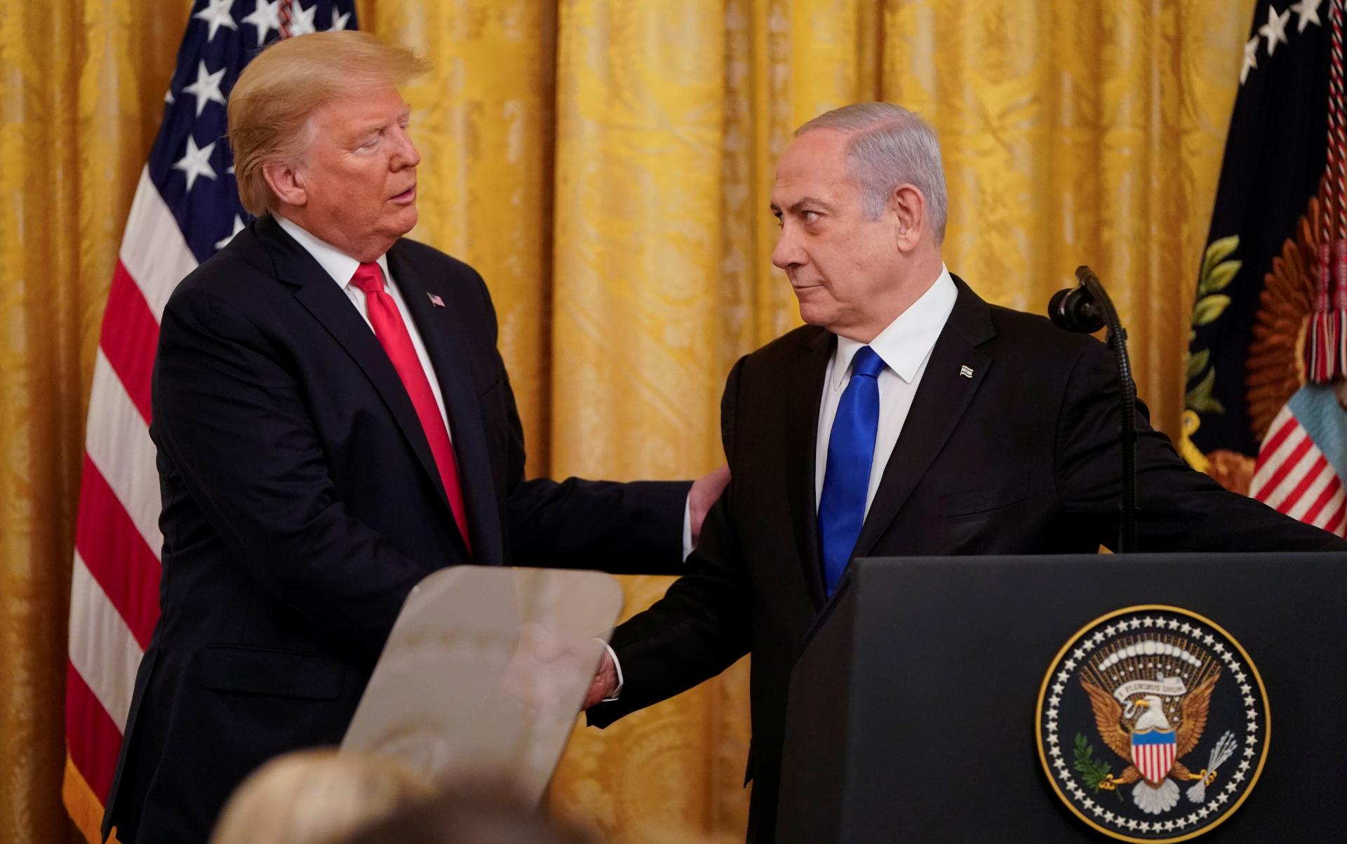 Trump cumprimenta Netanyahu durante entrevista coletiva na Casa Branca