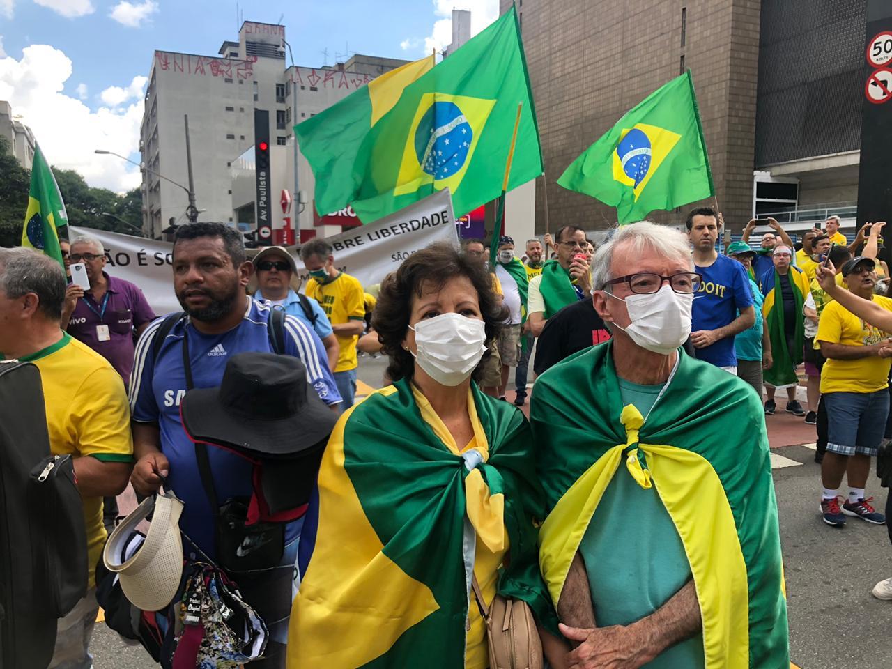 Idosos participam de ato pró-governo na Paulista