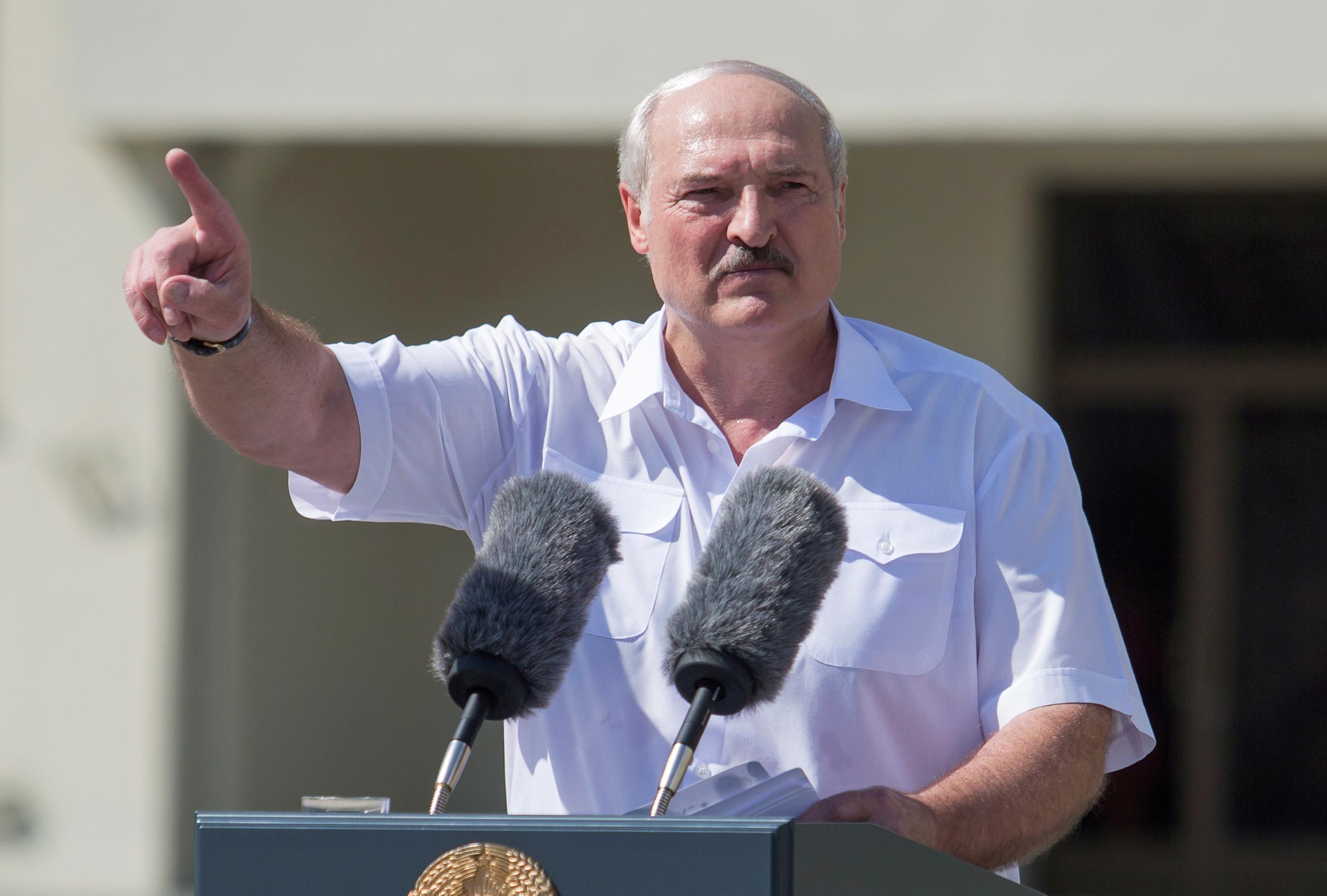 Presidente de Belarus, Alexander Lukashenko discursa em Minsk