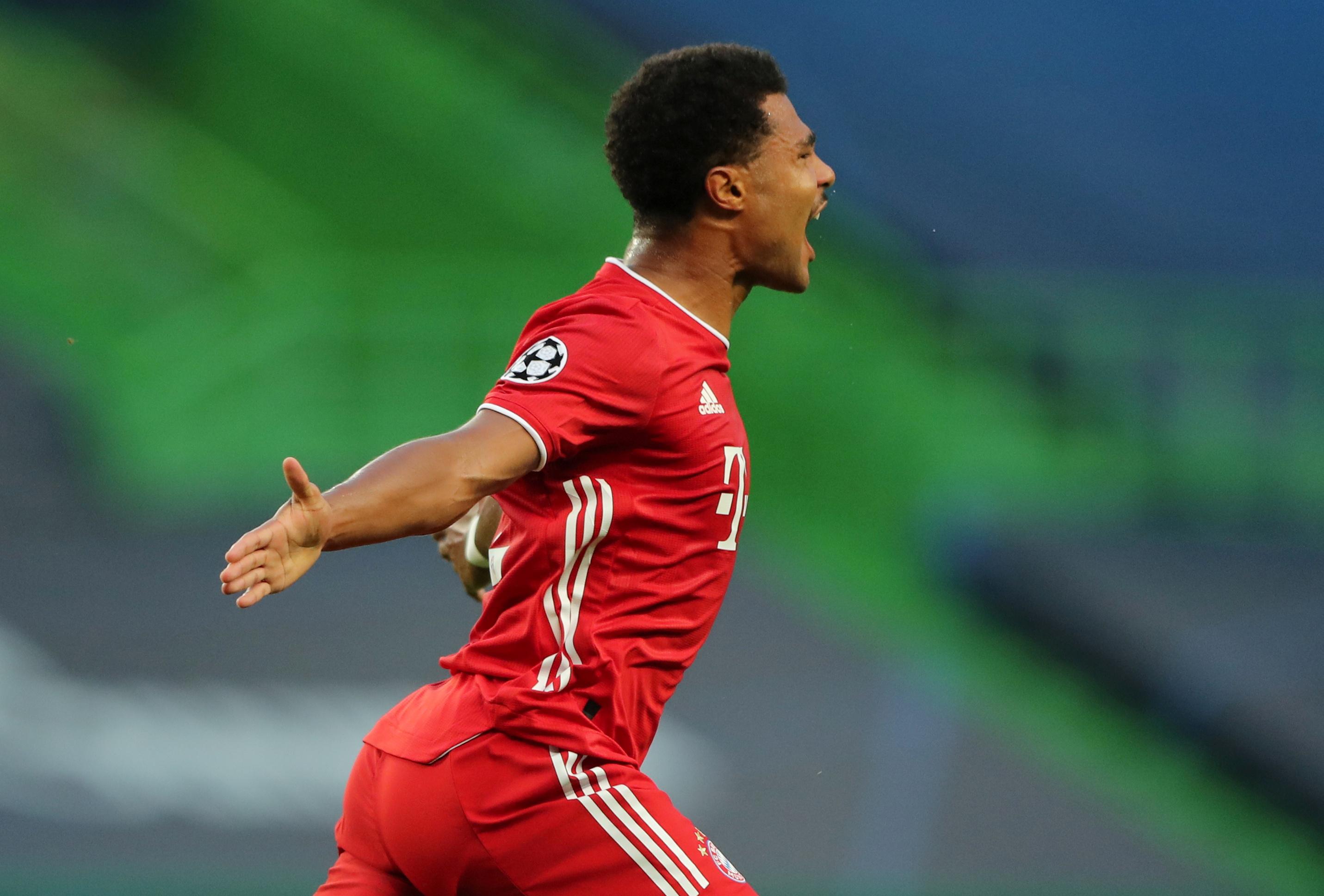Serge Gnabry comemora gol na vitória do Bayern sobre o Lyon