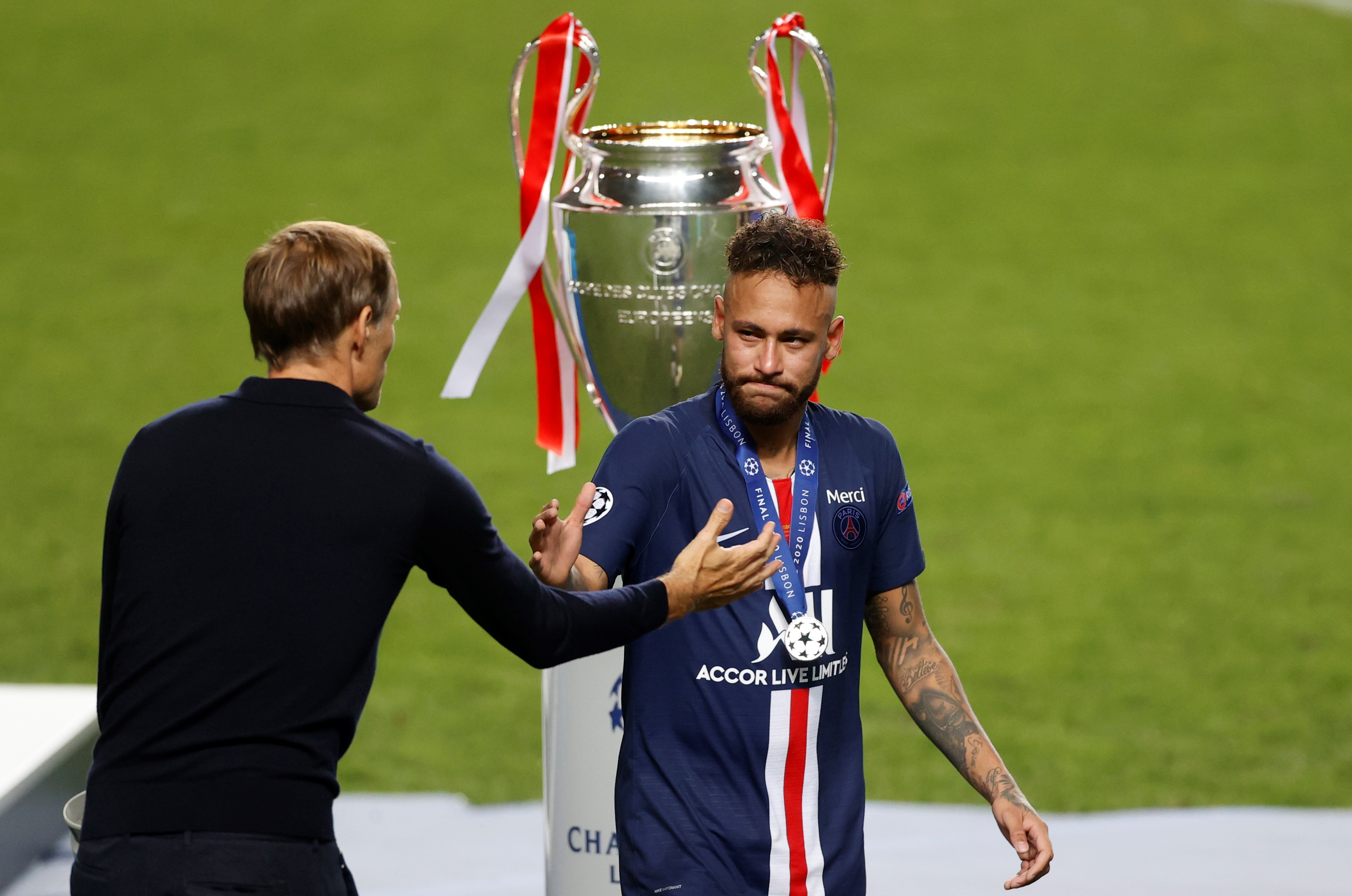 Neymar com a medalha de vice-campeão da Champions League 2019/20