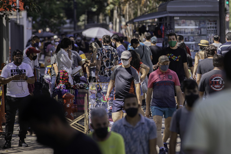 Pessoas na avenida Paulista, em São Paulo
