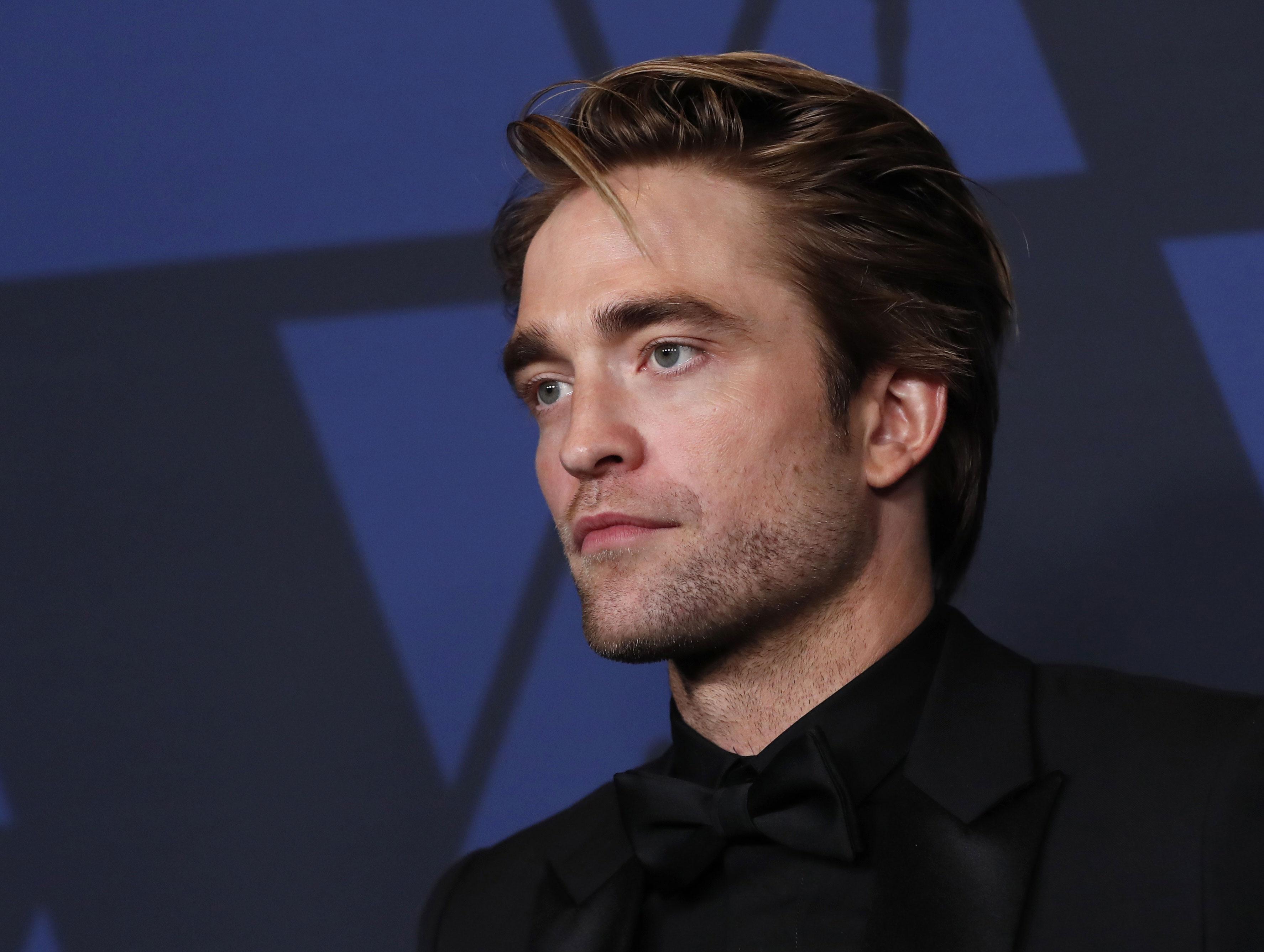 O ator Robert Pattinson em entrega de prêmio em Los Angeles, EUA