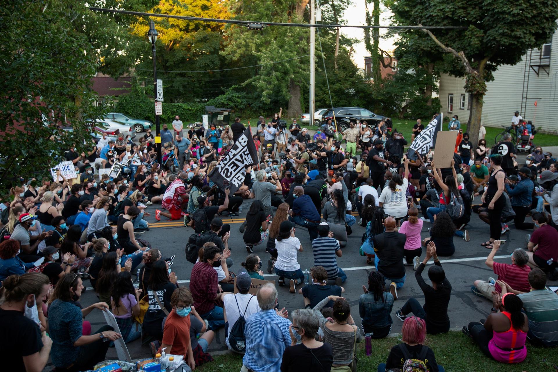 Manifestantes protestam em Rochester após morte de Daniel Prude