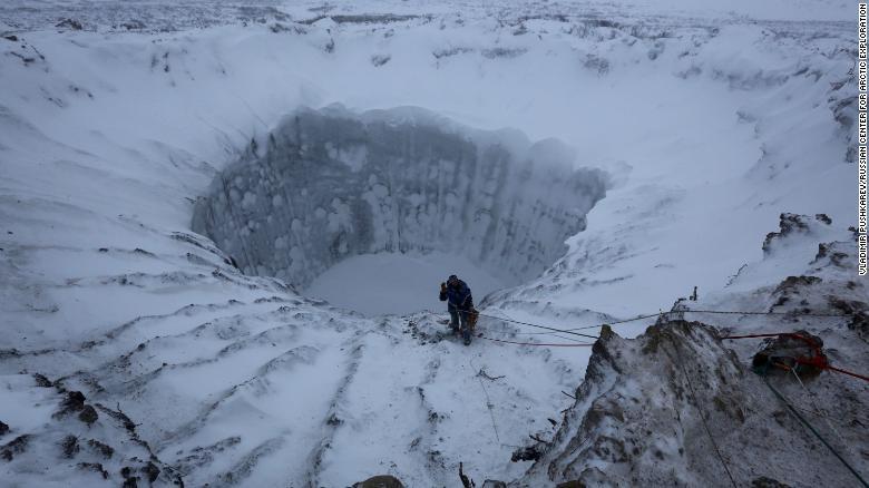Buraco na tundra siberiana
