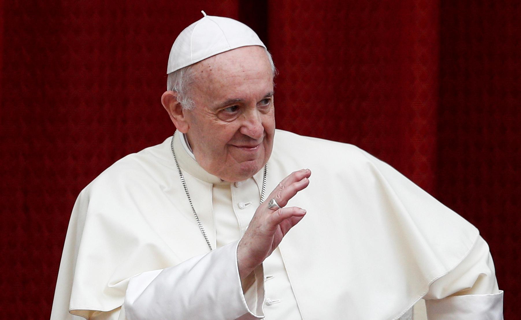 O papa Francisco apareceu sorridente em sua primeira audiência com público