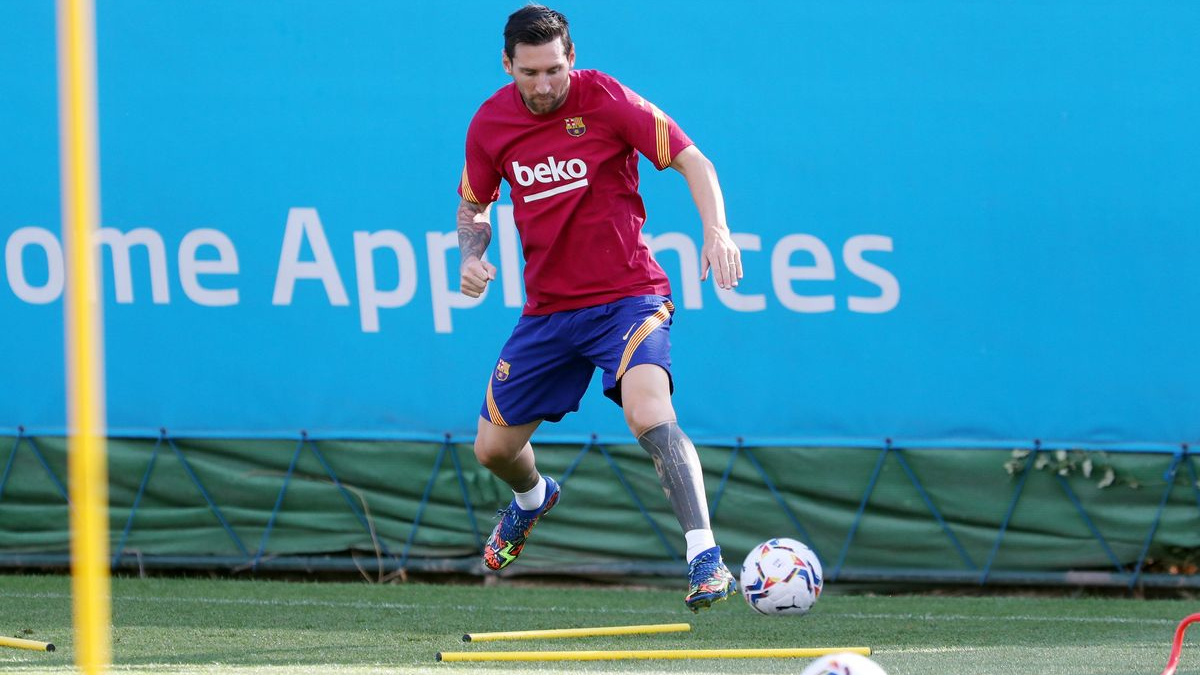 Messi voltou aos treinos do Barcelona nesta segunda-feira (7)