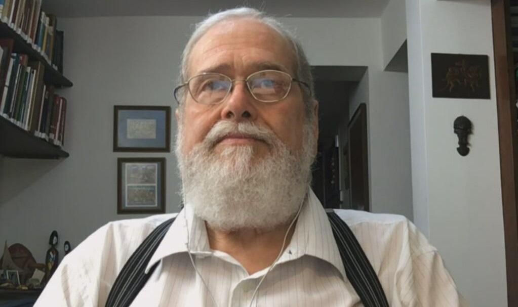 O professor Gonzalo Vecina Neto, ex-presidente da Anvisa, fala à CNN