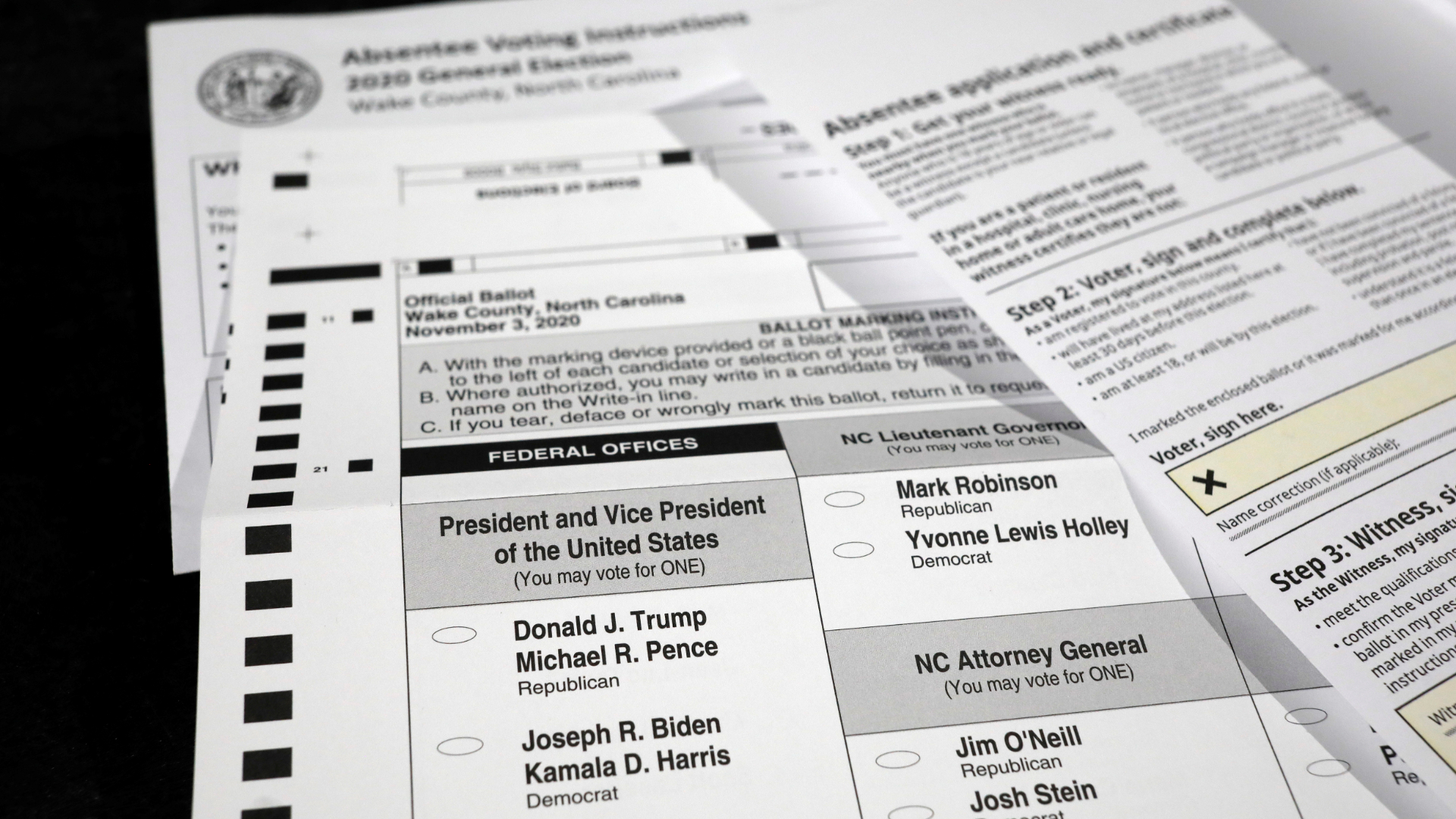 Cédula de votação pelo correio usada na Carolina do Norte, nos EUA