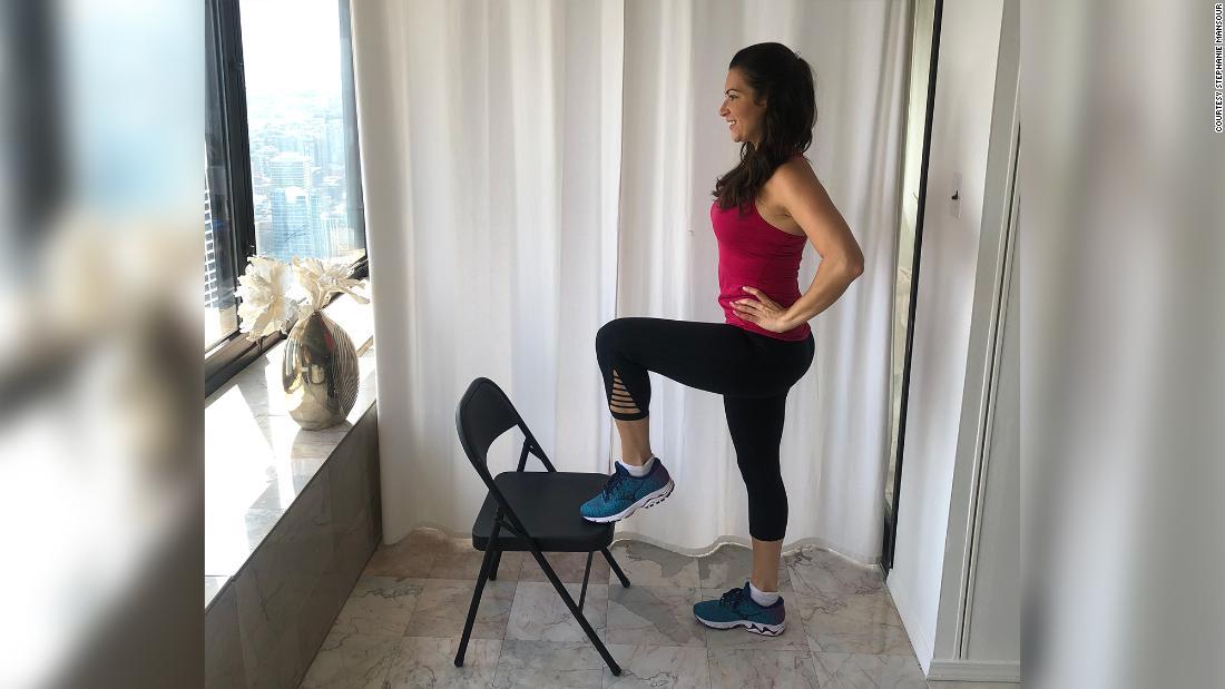 Stephanie Mansour fazendo exercícios