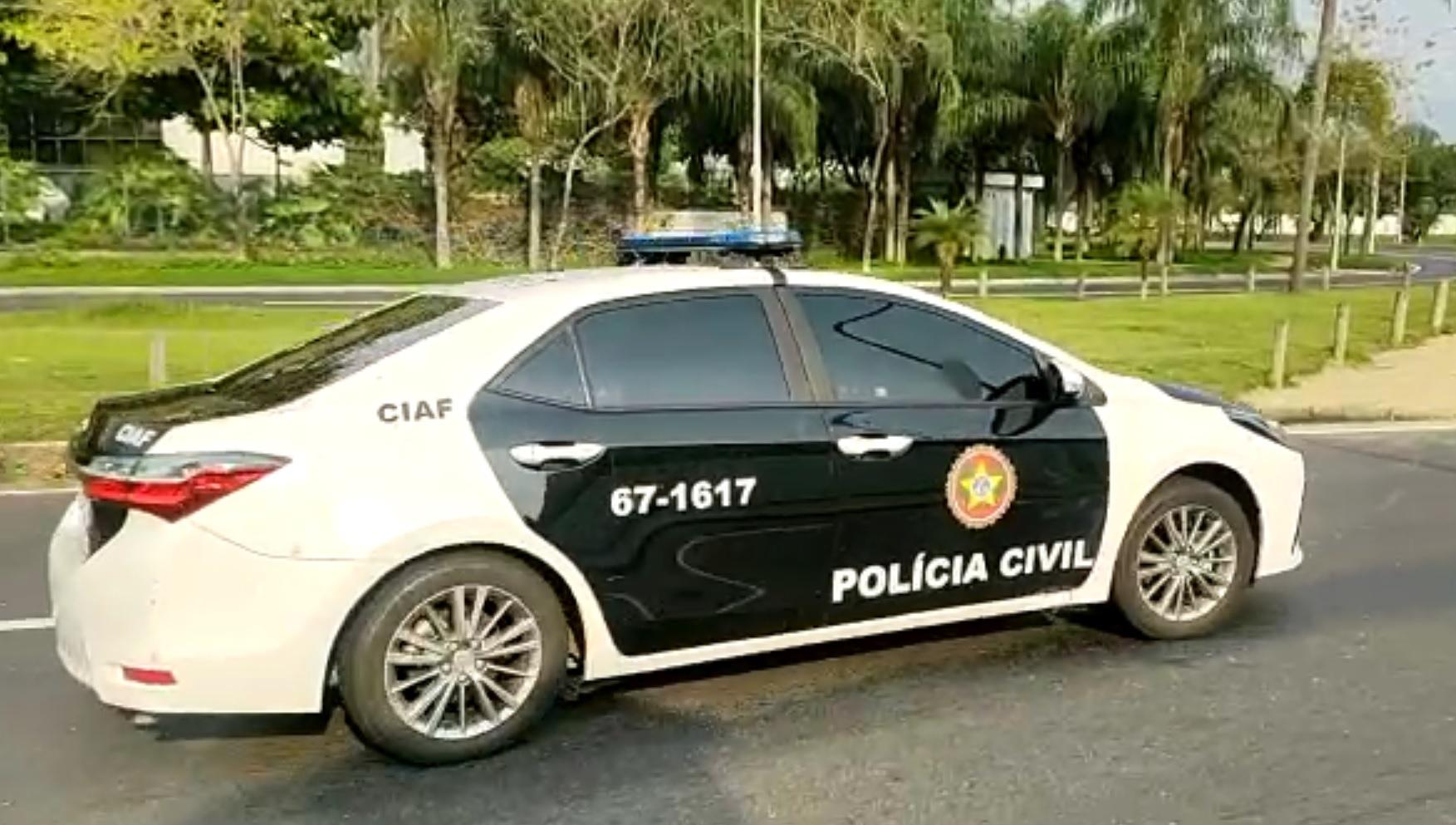 Policiais cumprem mandados de busca e apreensão no RJ