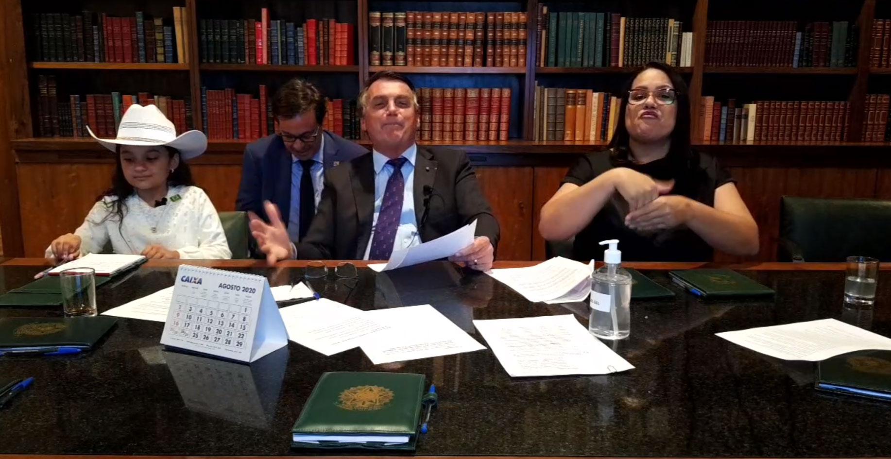 Presidente Jair Bolsonaro em transmissão nas redes sociais