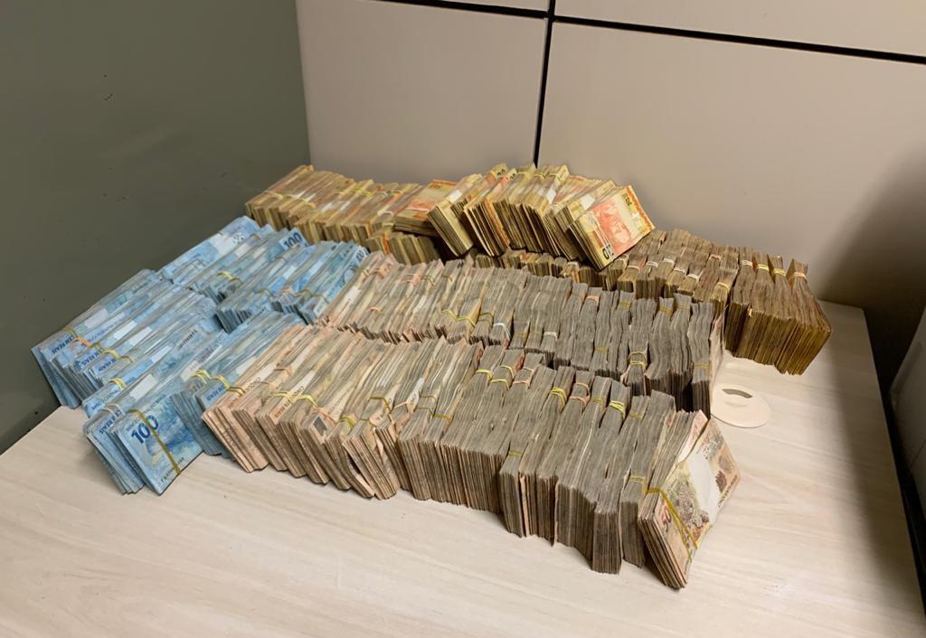 Dinheiro encontrado pela polícia na Operação Status, realizada entre Brasil e Pa