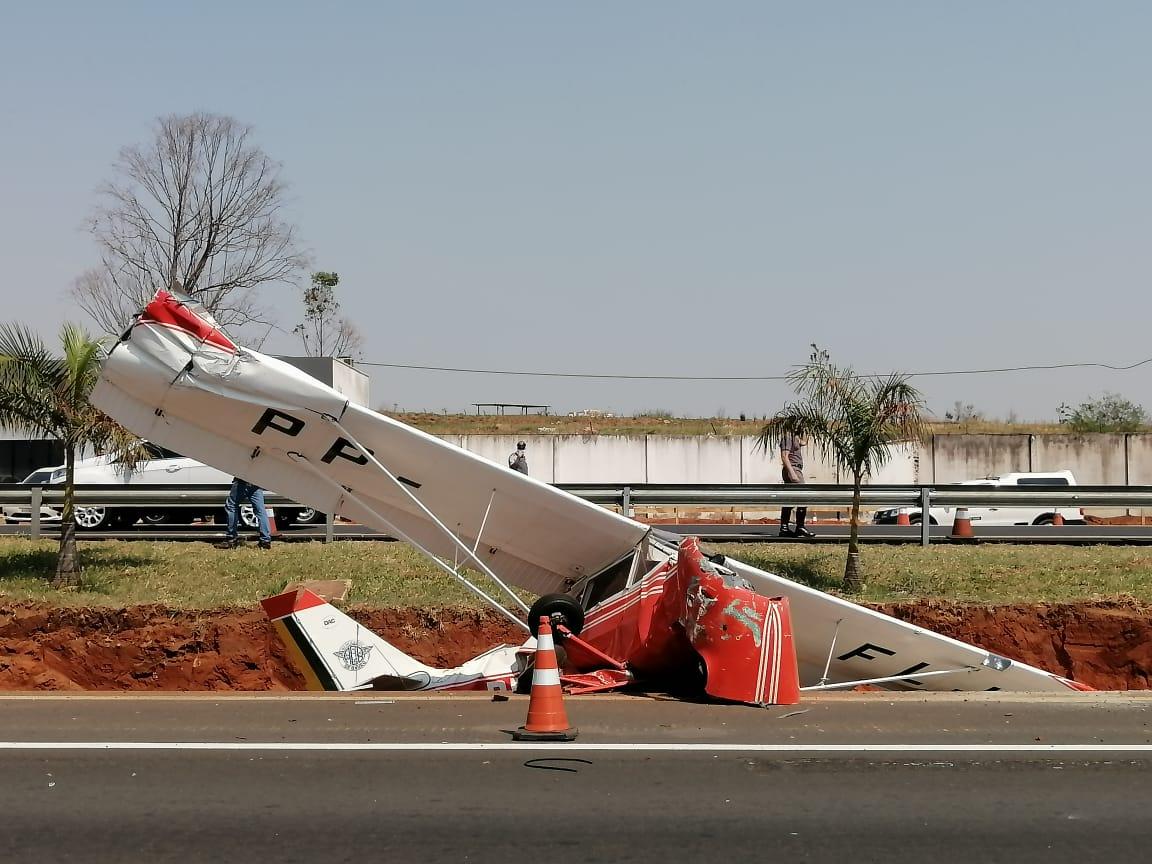 Avião monomotor caiu na rodovia Marechal Rondon, em Bauru