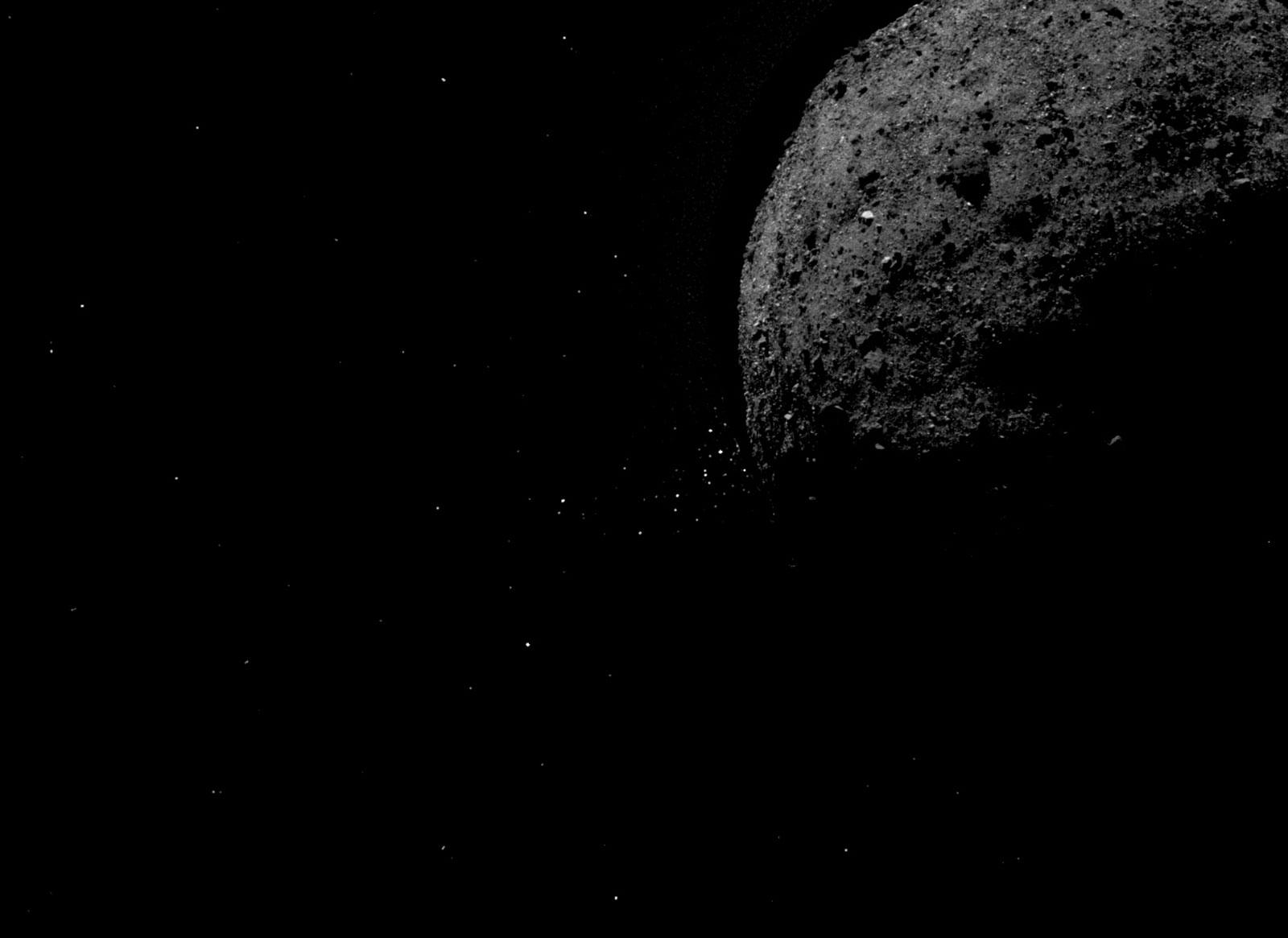 Imagem mostra asteroide Bennu ejetando partículas rochosas de sua superfície