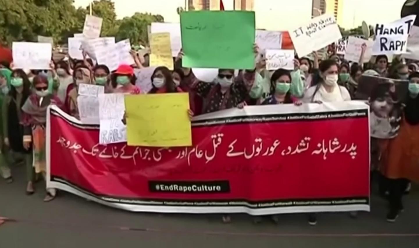 Caso da mulher estuprada em Lahore gerou revolta e protestos em todo o país