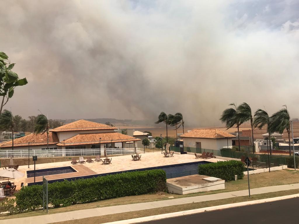 Redemoinho de fogo em Ribeirão Preto