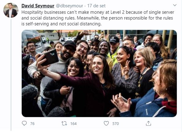 Opositor de Jacinda Ardern, David Seymour posta foto da premiê em aglomeração
