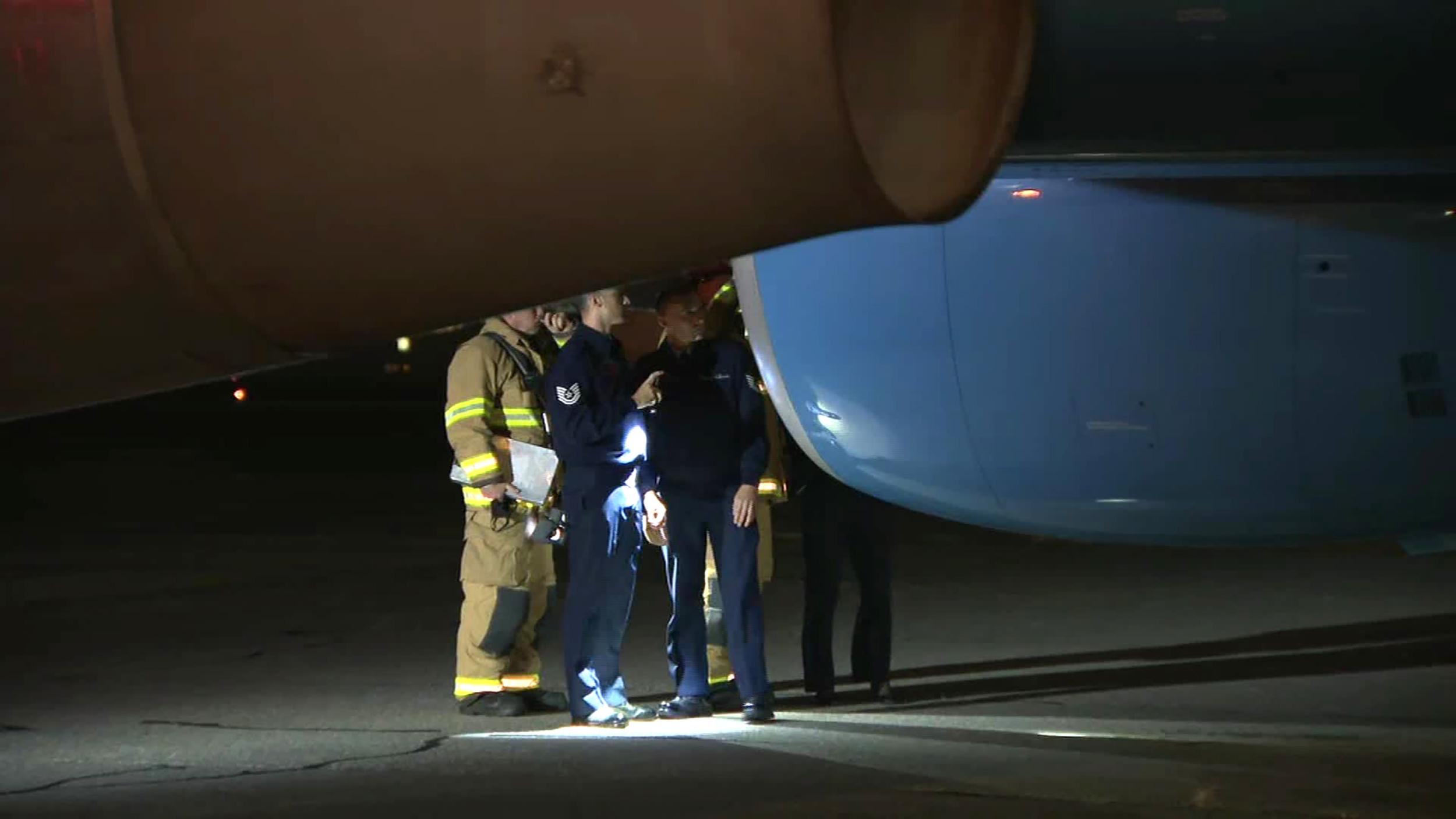 Avião de Mike Pence colide com pássaro durante voo