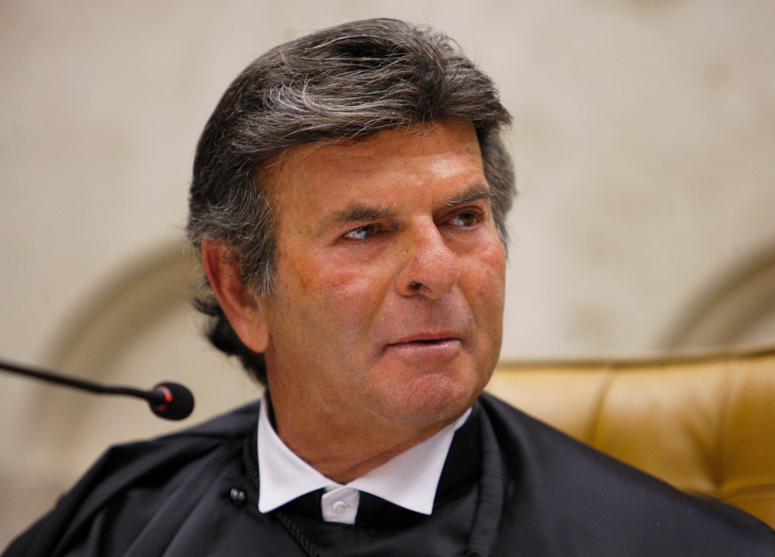 Fux exonera secretário que pediu para a Fiocruz reservar vacinas para o STF | CNN Brasil