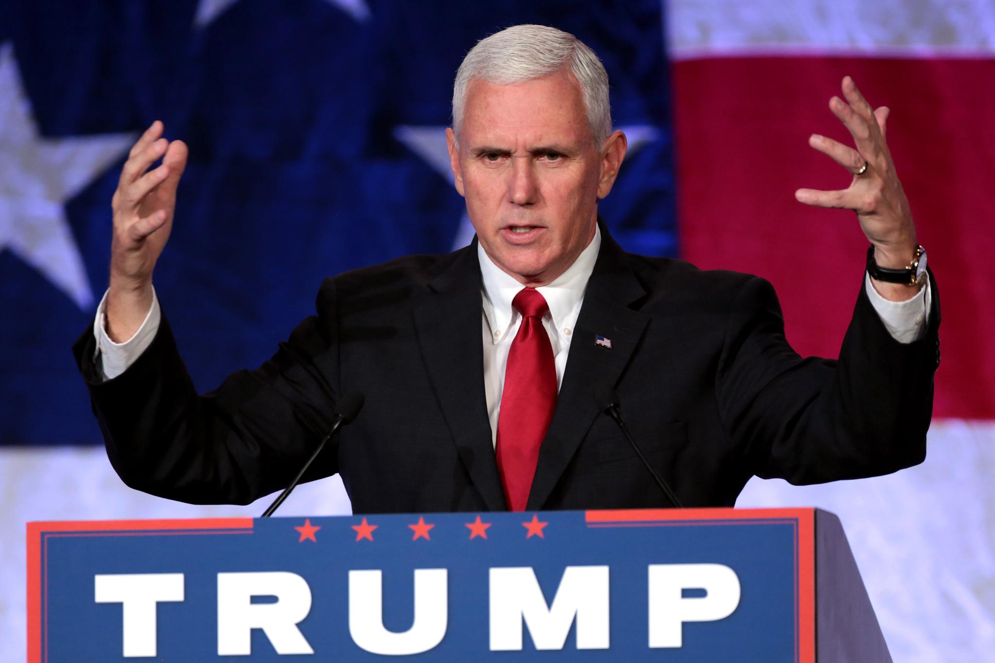 Mike Pence em campanha no Arizona, em 2016