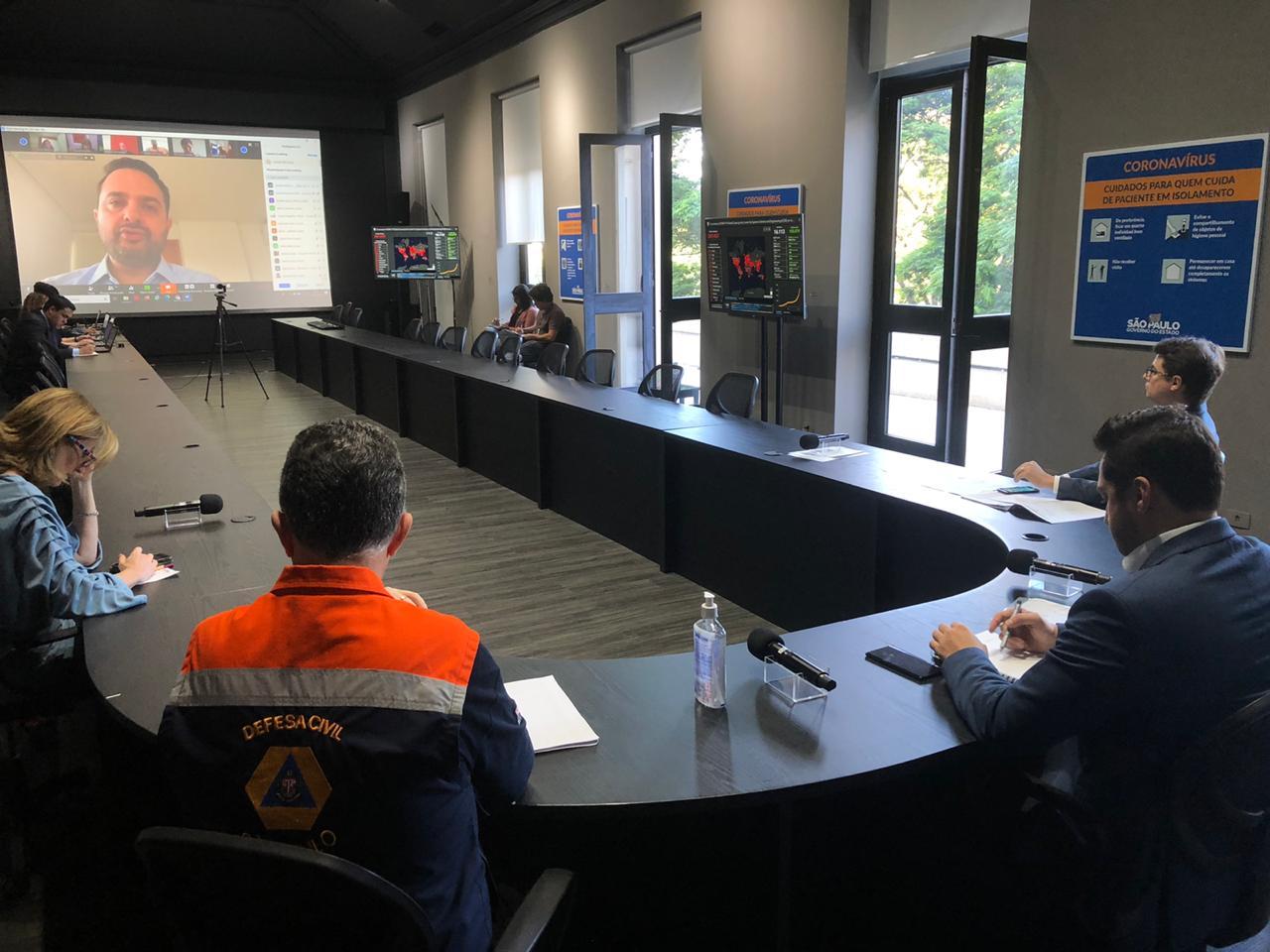Governo de SP monta sala de emergência pra reuniões com 250 pessoas