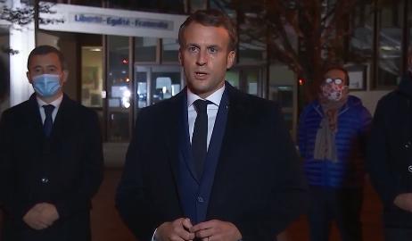 Presidente francês Emmanuel Macron falou a repórteres no local do ataque