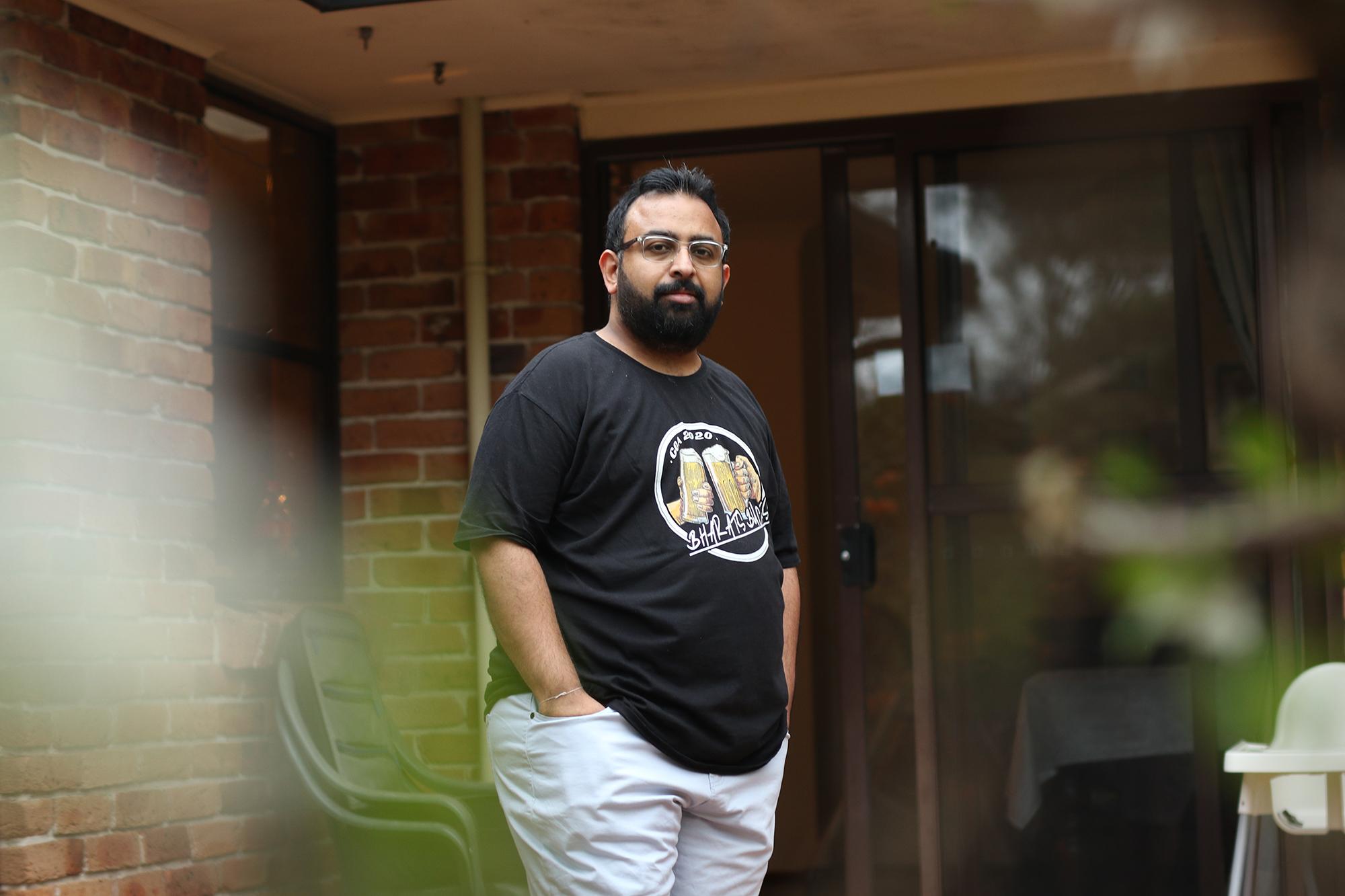 Jitarth Jadeja, de 32 anos, encontrou a QAnon em 2017 e passou 2 anos no culto