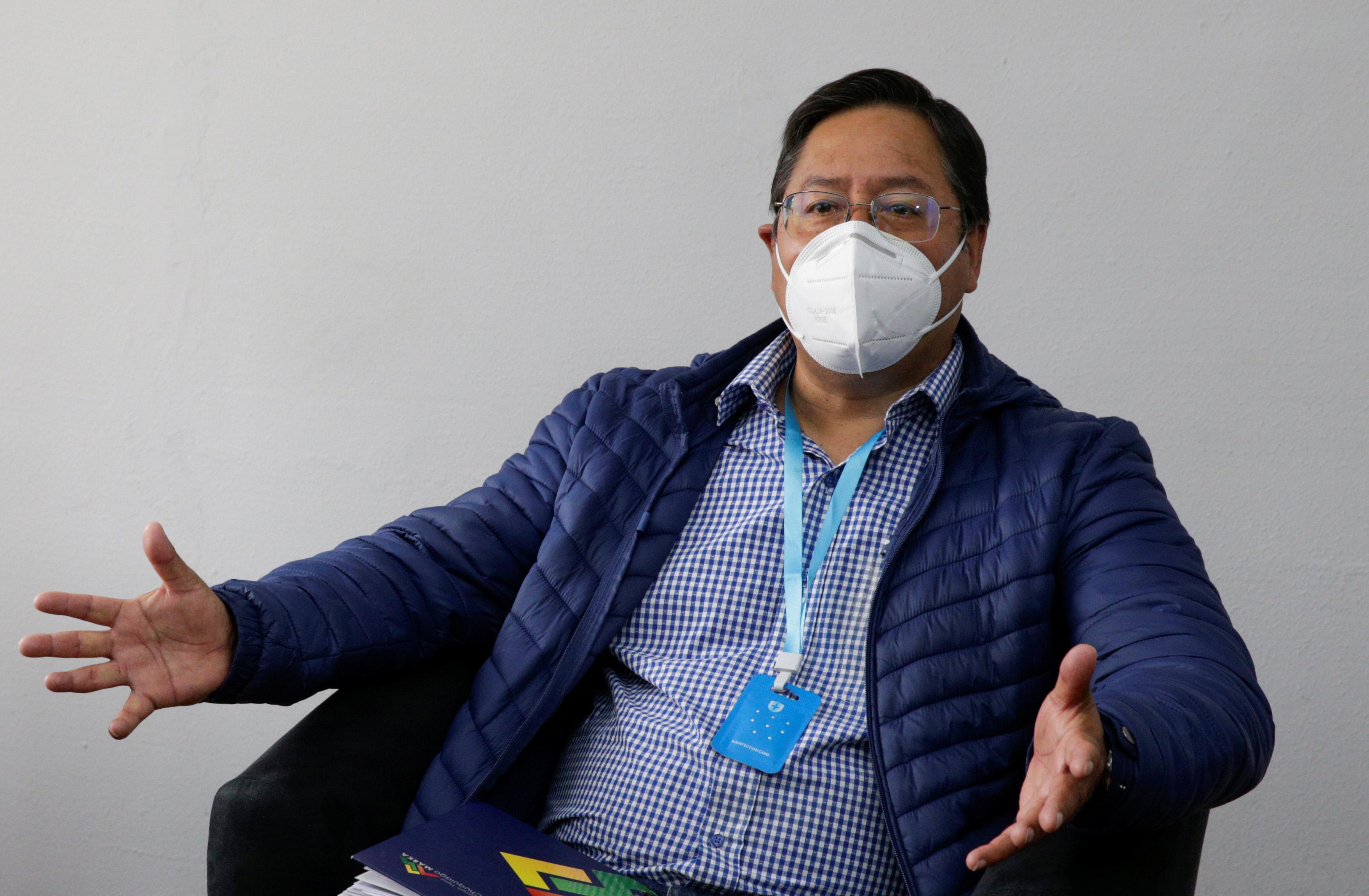 Luis Arce, do Movimento ao Socialismo (MAS), lidera pesquisas na Bolívia