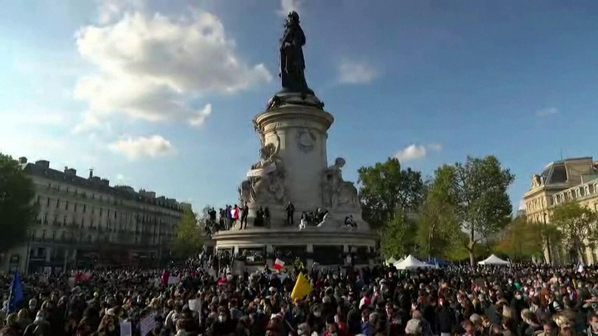Milhares foram às ruas da França defender a liberdade de expressão