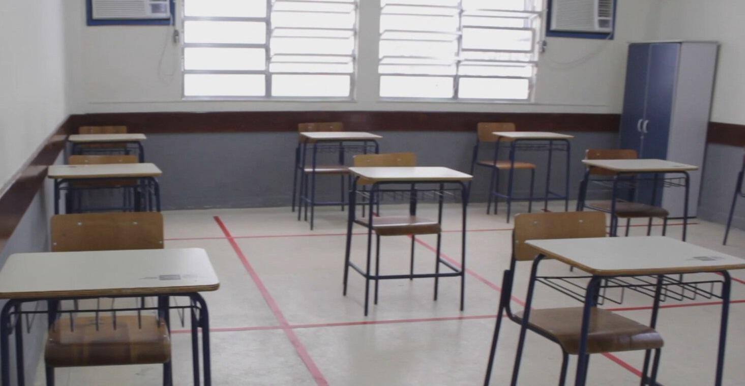 Sala de aula com distanciamento social no RJ