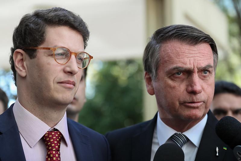 O presidente Jair Bolsonaro acompanhado do Ministro de Estado do Meio Ambiente