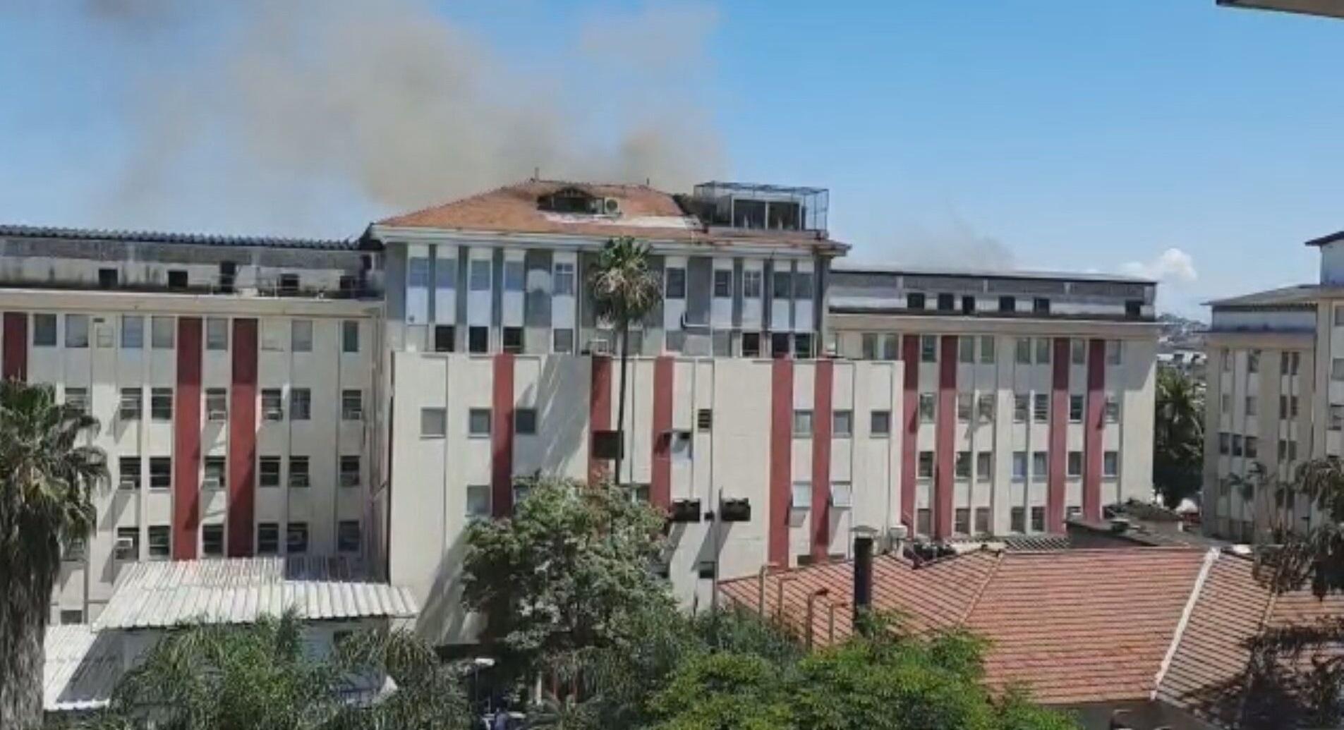 Incêndio atinge hospital de Bonsucesso, no Rio de Janeiro