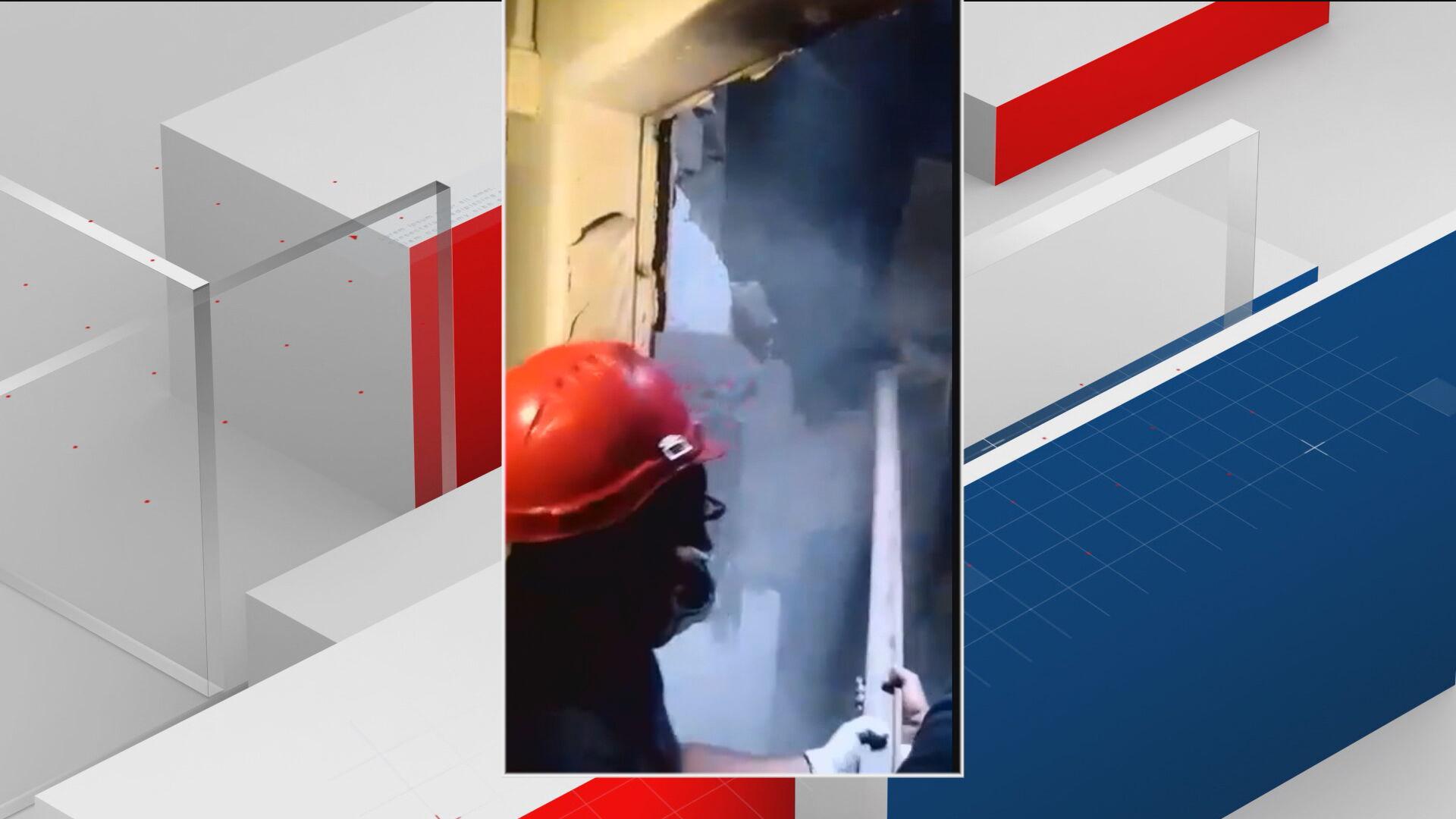 Bombeiros combatem fogo no hospital do Rio