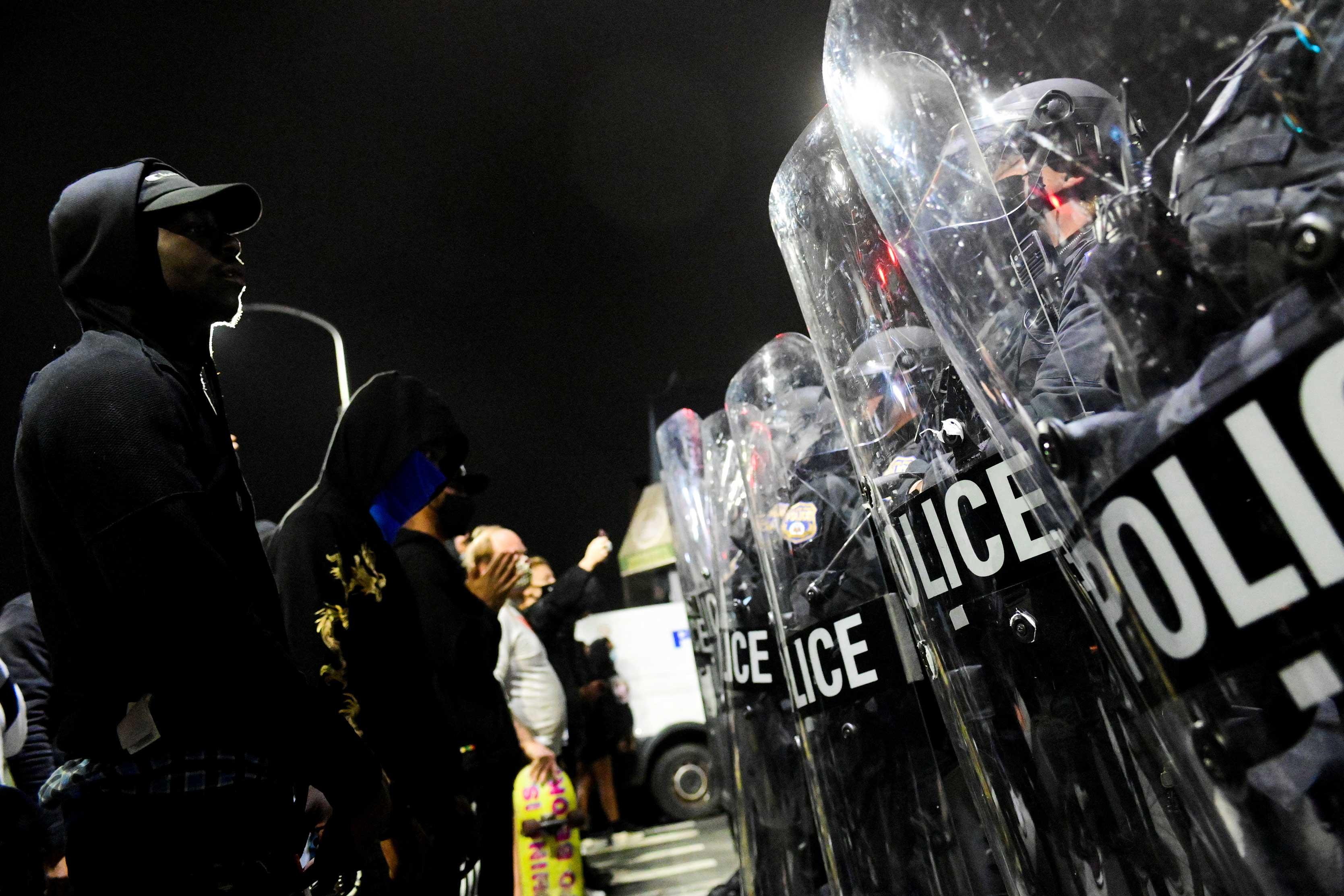 Manifestantes após homem negro ser morto por policiais na Filadélfia