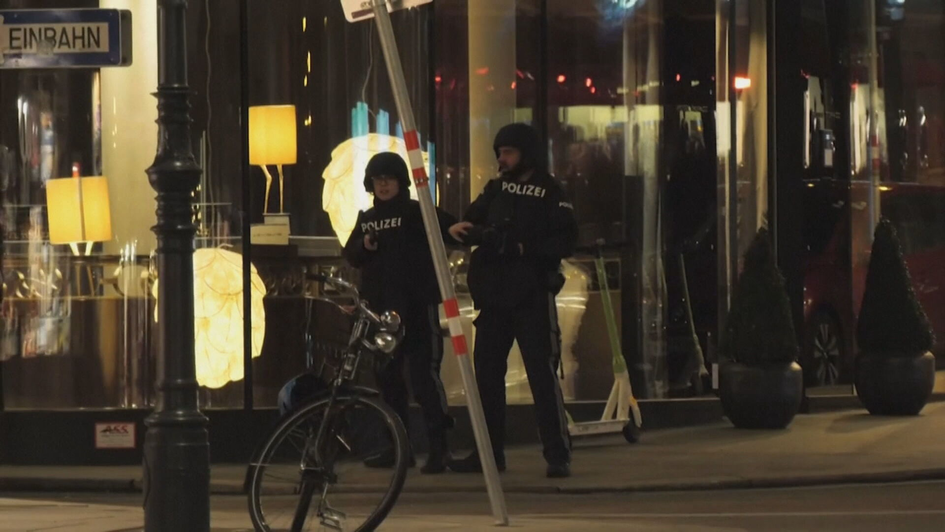 Tiroteio deixa um morto e vários feridos em Viena, na Áustria